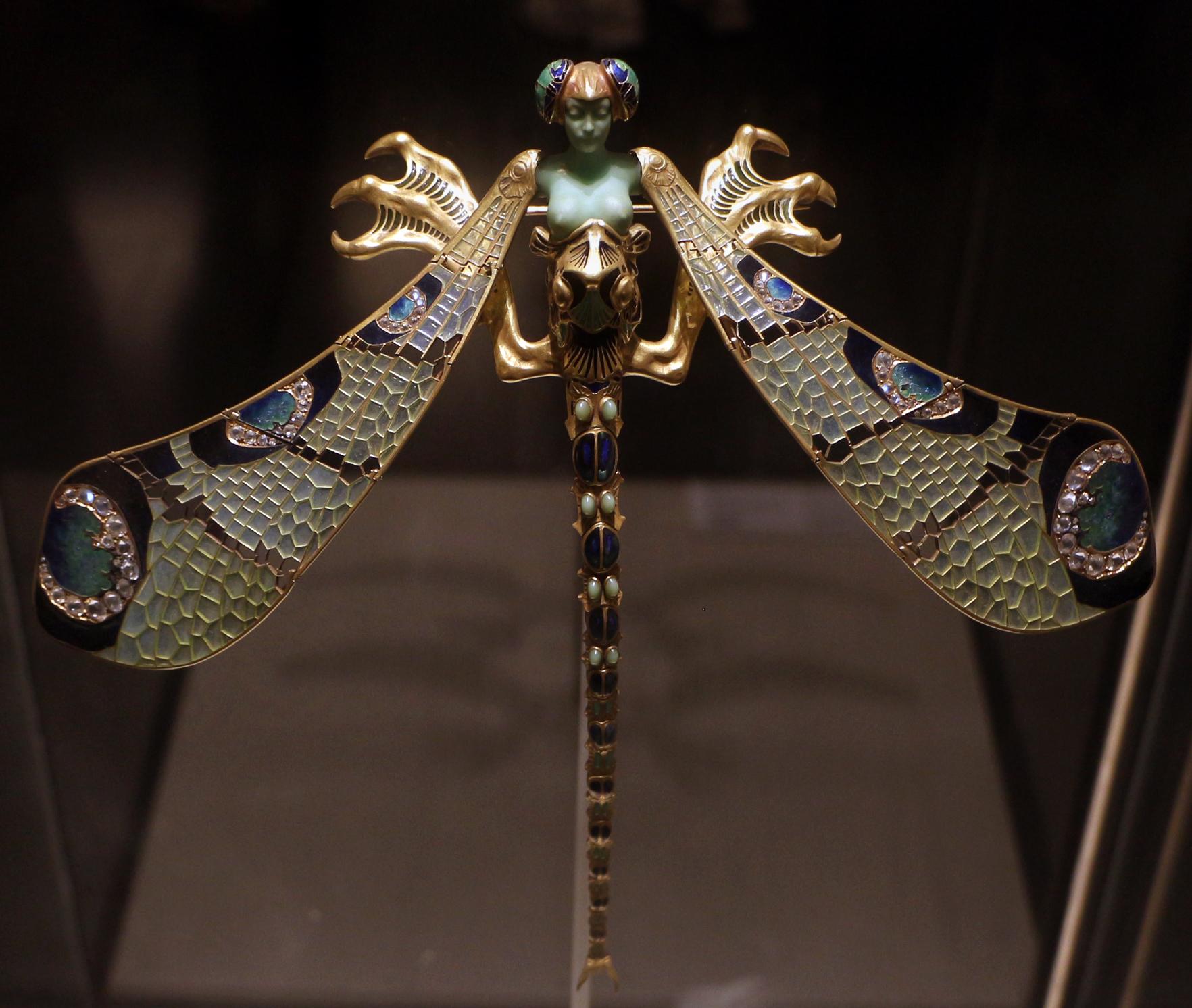 552f6c56e89 Jewellery - Wikipedia