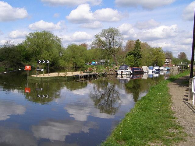River Lea Navigation - geograph.org.uk - 161097