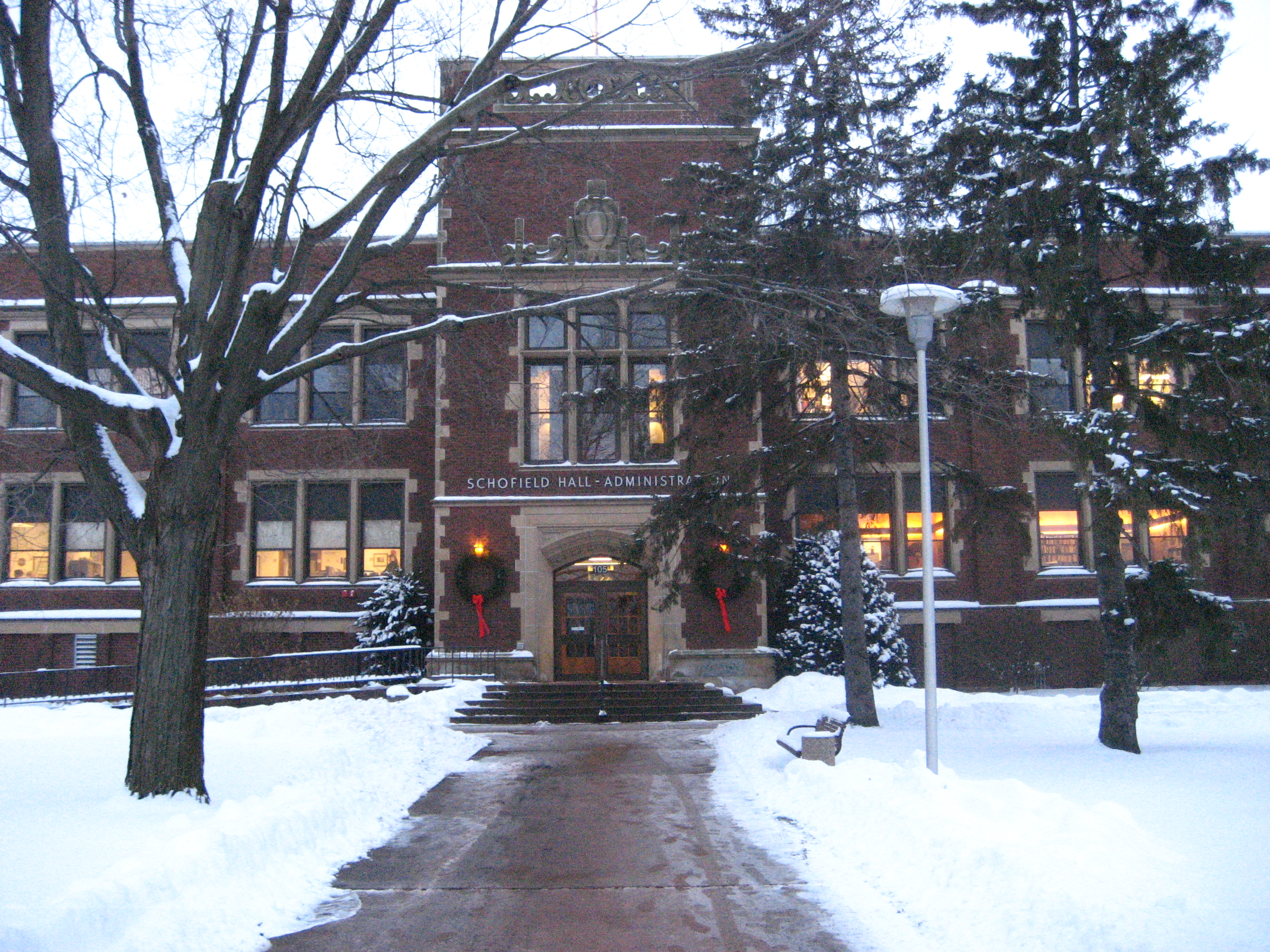 higher ed hookups eau claire Eau claire has a robust community of people and businesses working together to offer the 50 amp hookups let no one hunger for lack of a better sandwich st mary's elementary school provides a catholic education for students.