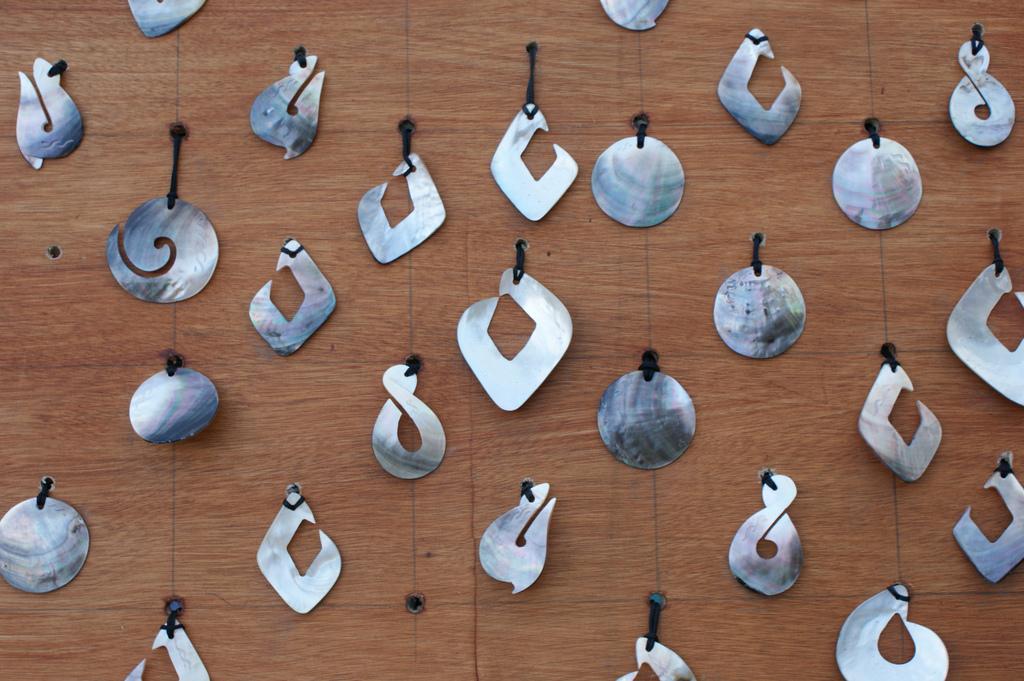 Fileshell pendants cook islandsg wikimedia commons fileshell pendants cook islandsg aloadofball Choice Image
