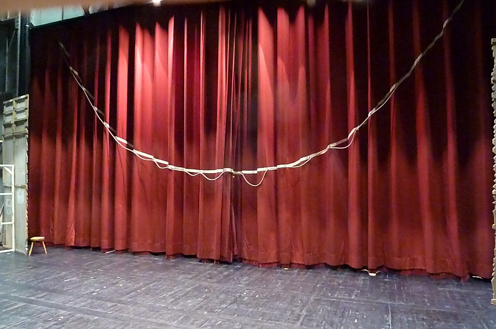 Front curtain - Wikipedia