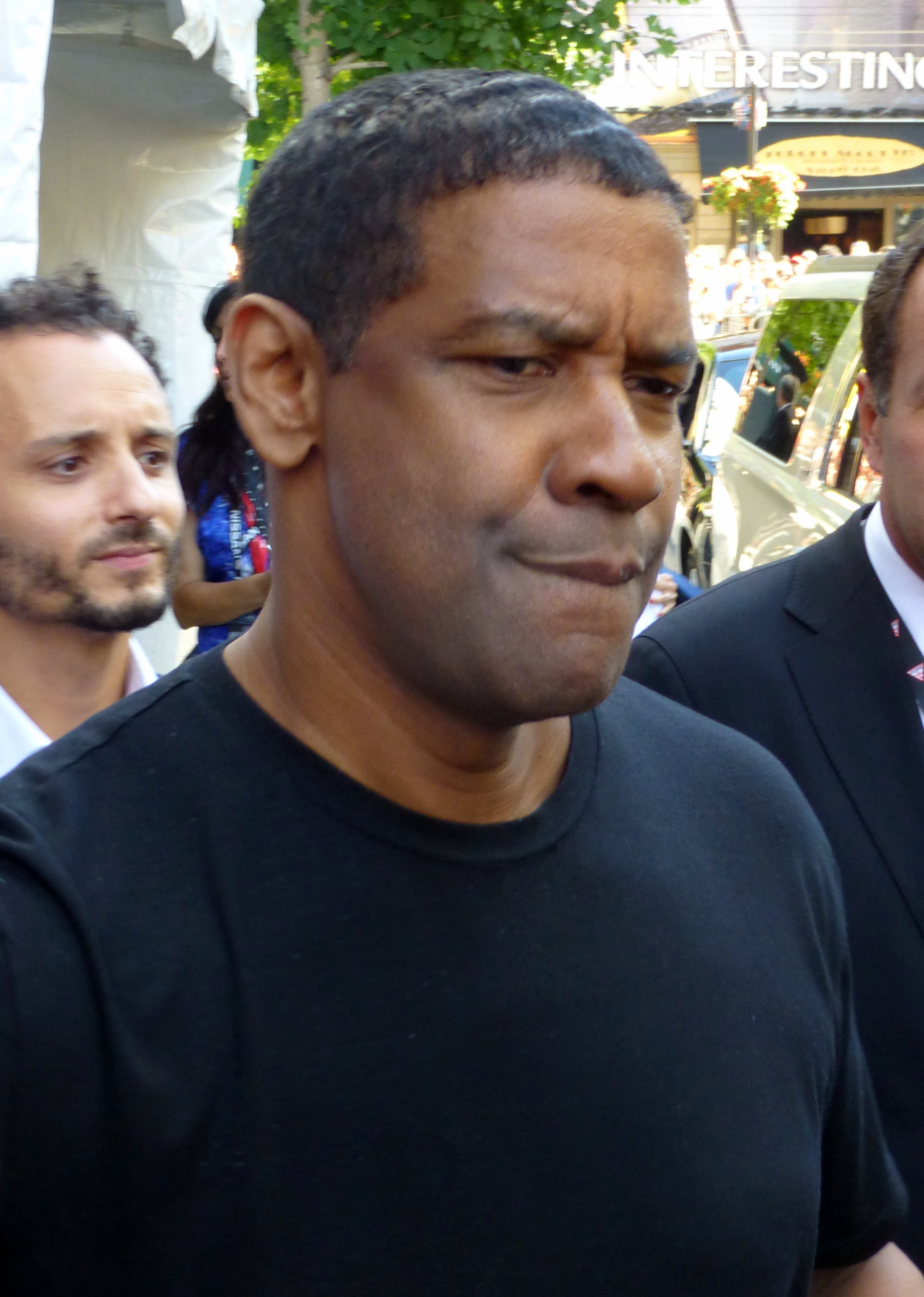 """The 63-year old son of father Reverend Denzel Hayes Washington, Sr. and mother Lennis """"Lynne"""" Denzel Washington in 2018 photo. Denzel Washington earned a 40 million dollar salary - leaving the net worth at 140 million in 2018"""