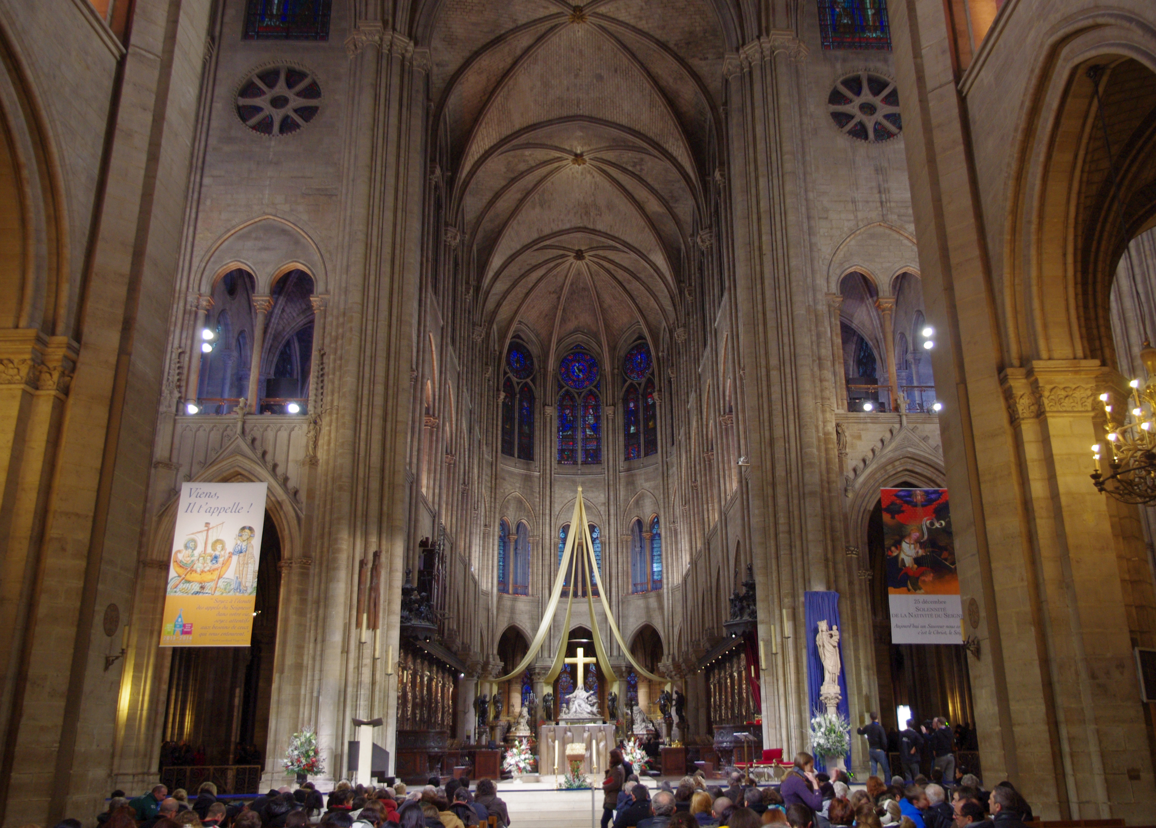 File:The Start of Christmas Eve Service in Notre Dame de Paris, 2013 ...
