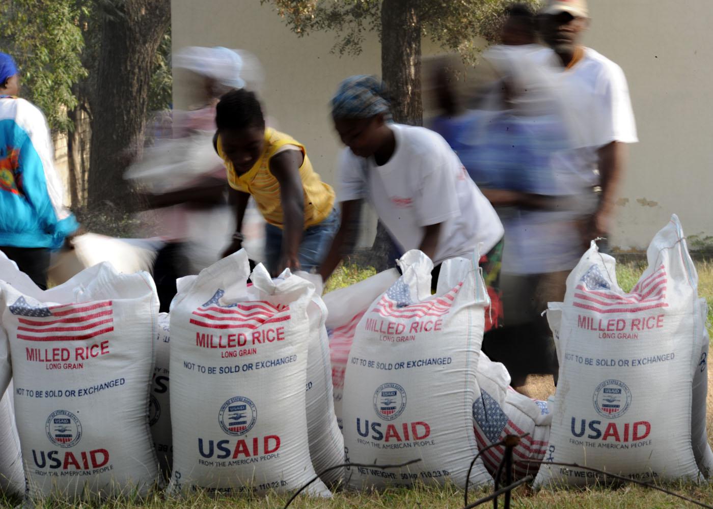 File Us Navy 100213 N 5961c 007 Haitian Citizens Take 100