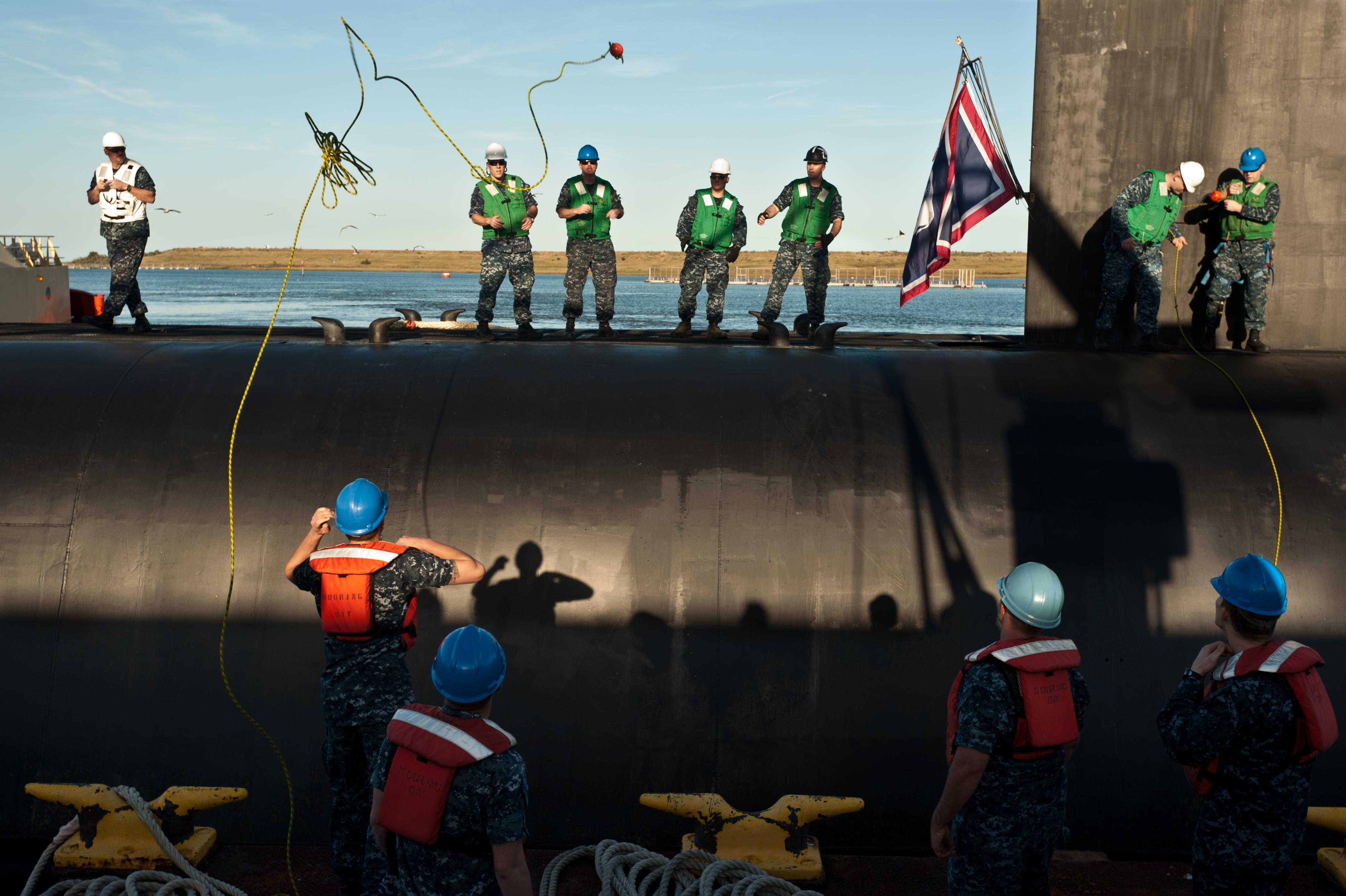 Submarine uss wyoming ssbn 742 returns to naval submarine base kings