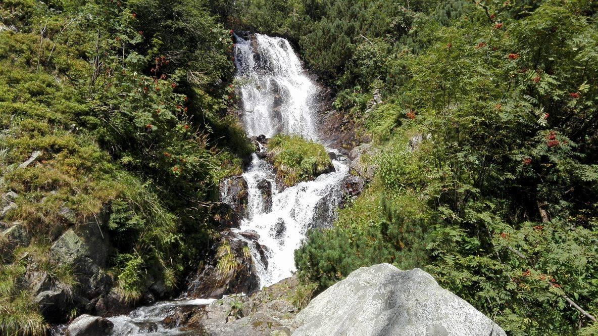 Vajskovský vodopád.jpg