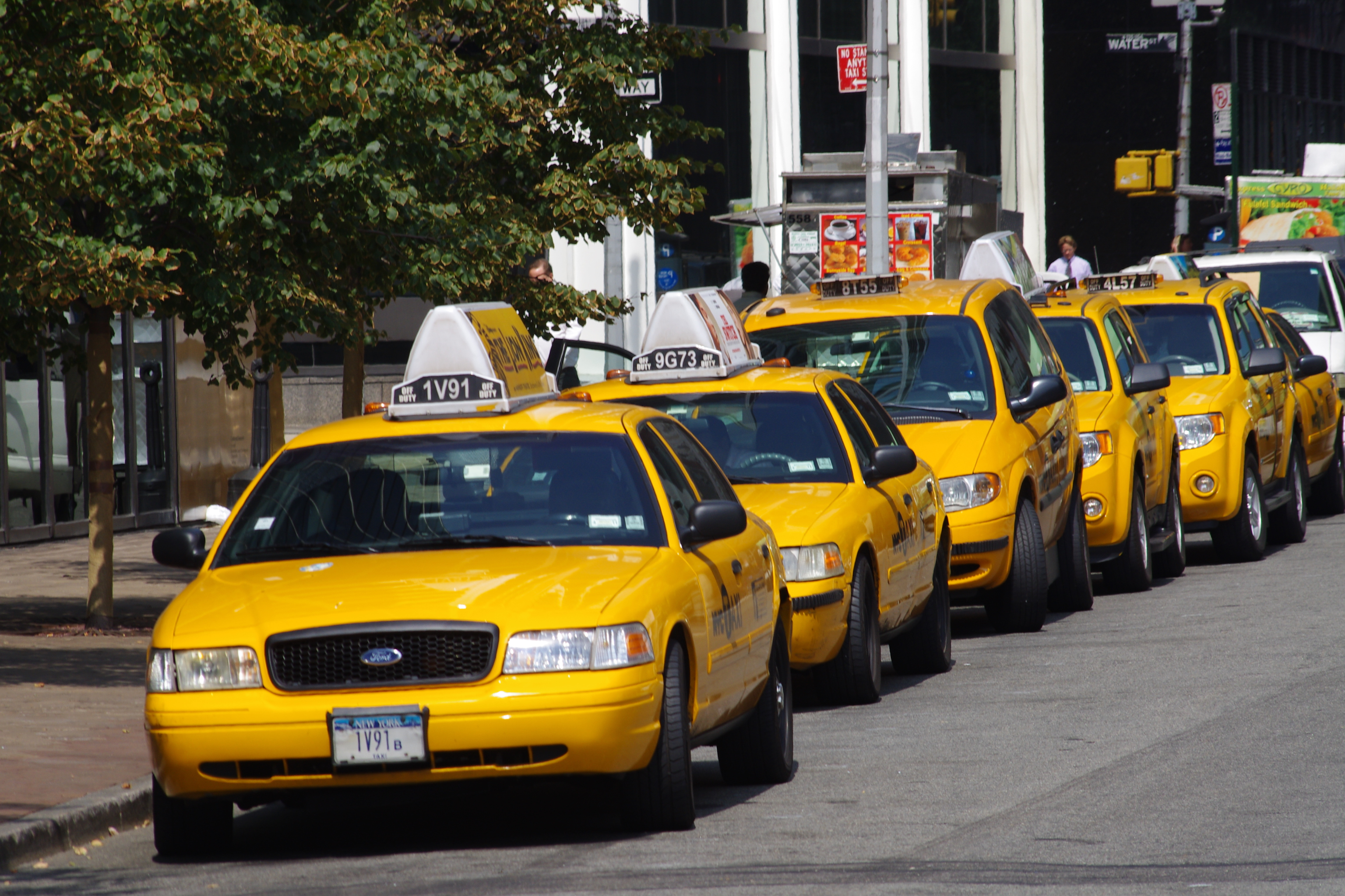 Description yellow cabs in new york