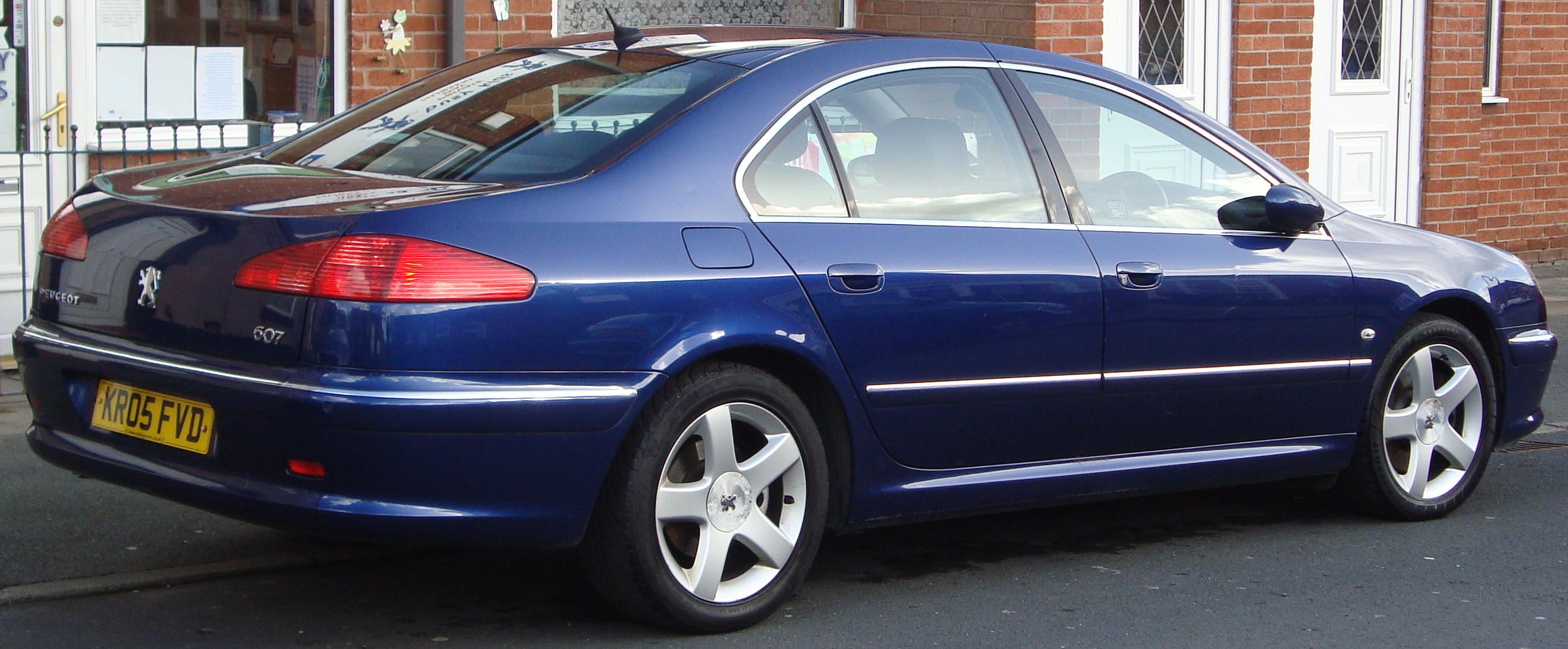 File:2005 Peugeot 607 SE HDI (12839729134).jpg