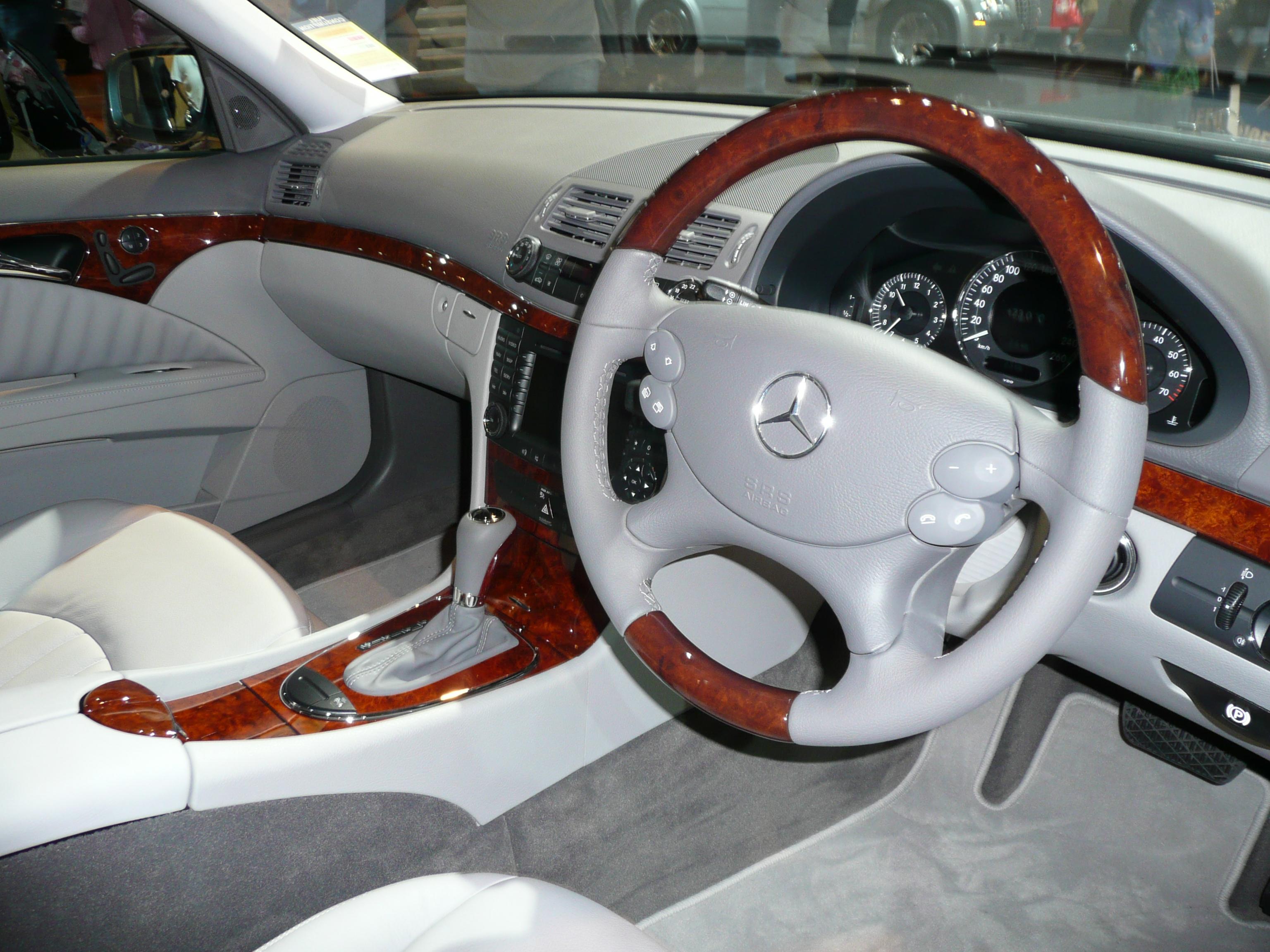 File:2007 Mercedes Benz E 500 (W 211 MY08) Sedan (2008