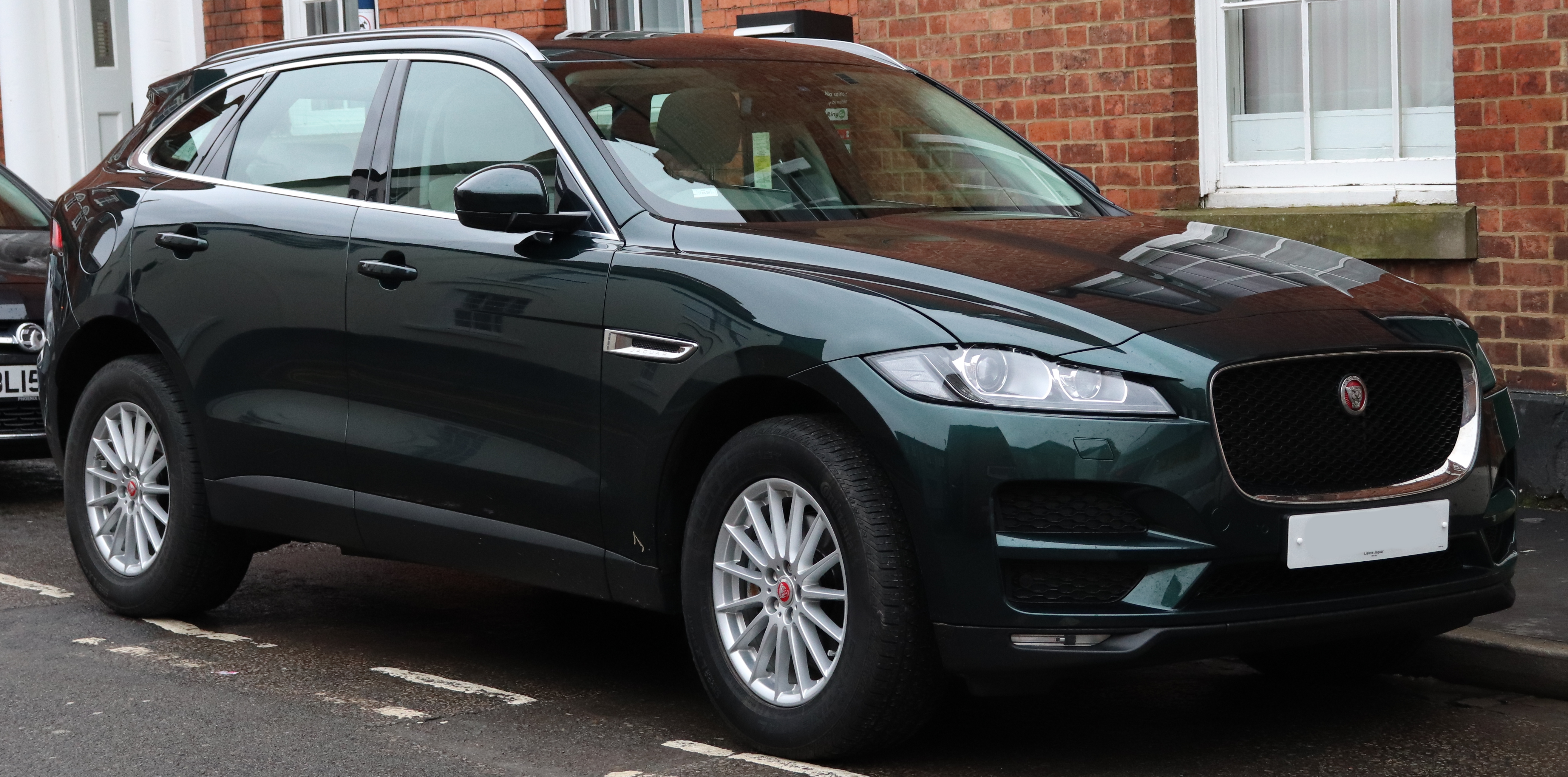 Jaguar F Pace Wikiwand 2016 Xq Suv Crossover