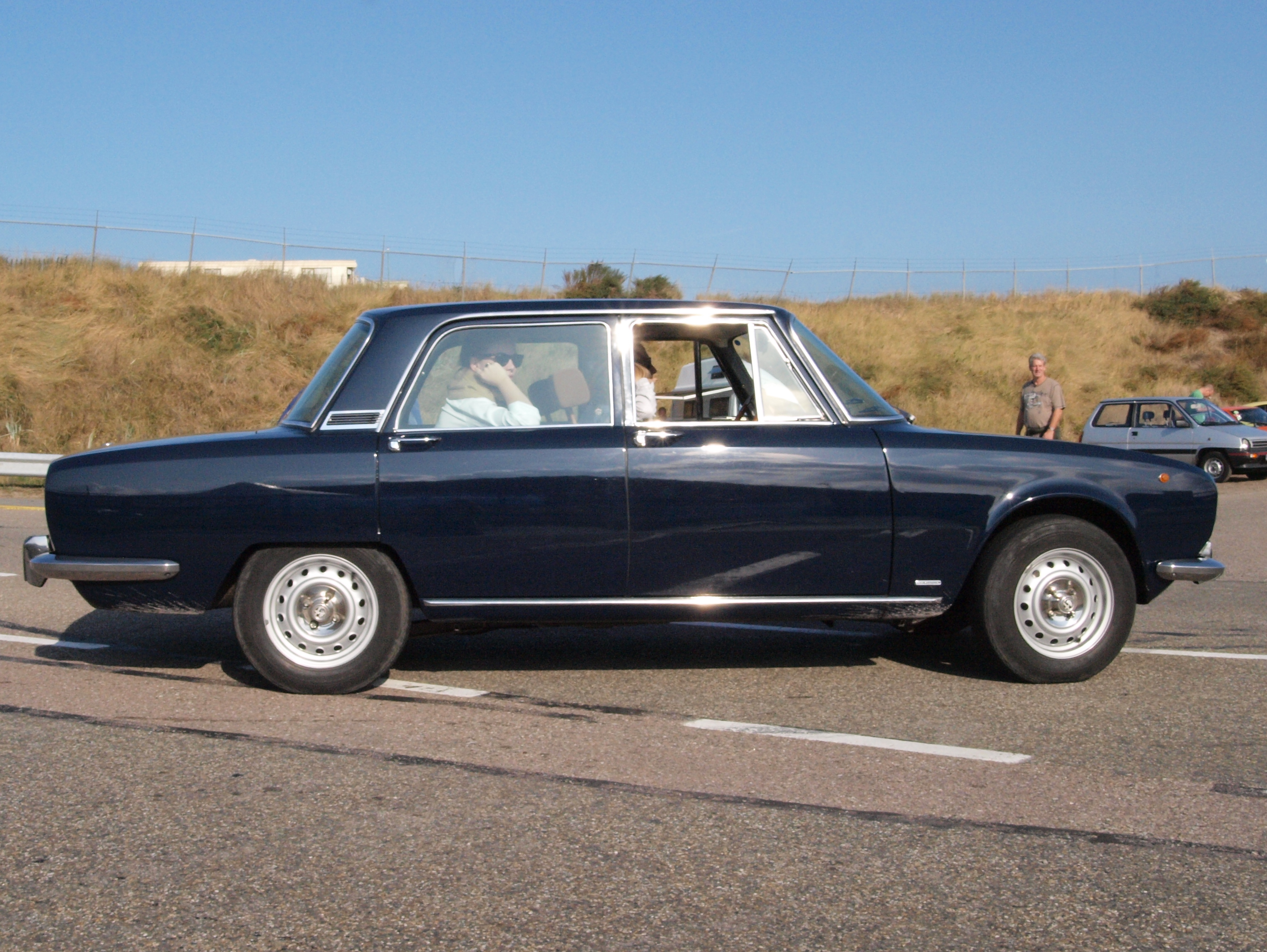 File:Alfa Romeo 2000 Berlina dutch licence registration 26 ...