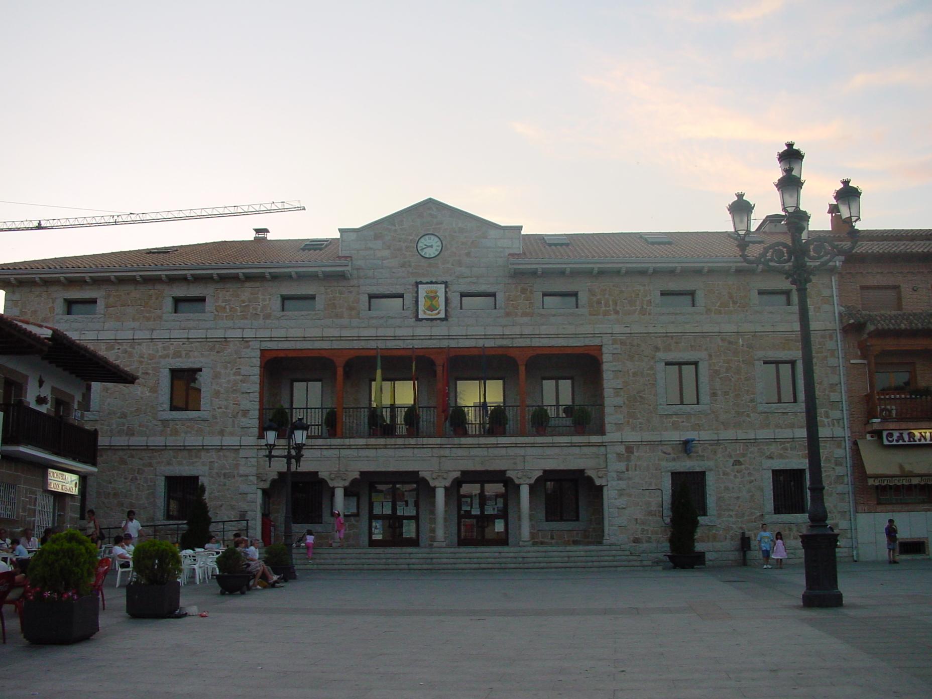 File ayuntamiento de manzanares el wikimedia - Polideportivo manzanares el real ...
