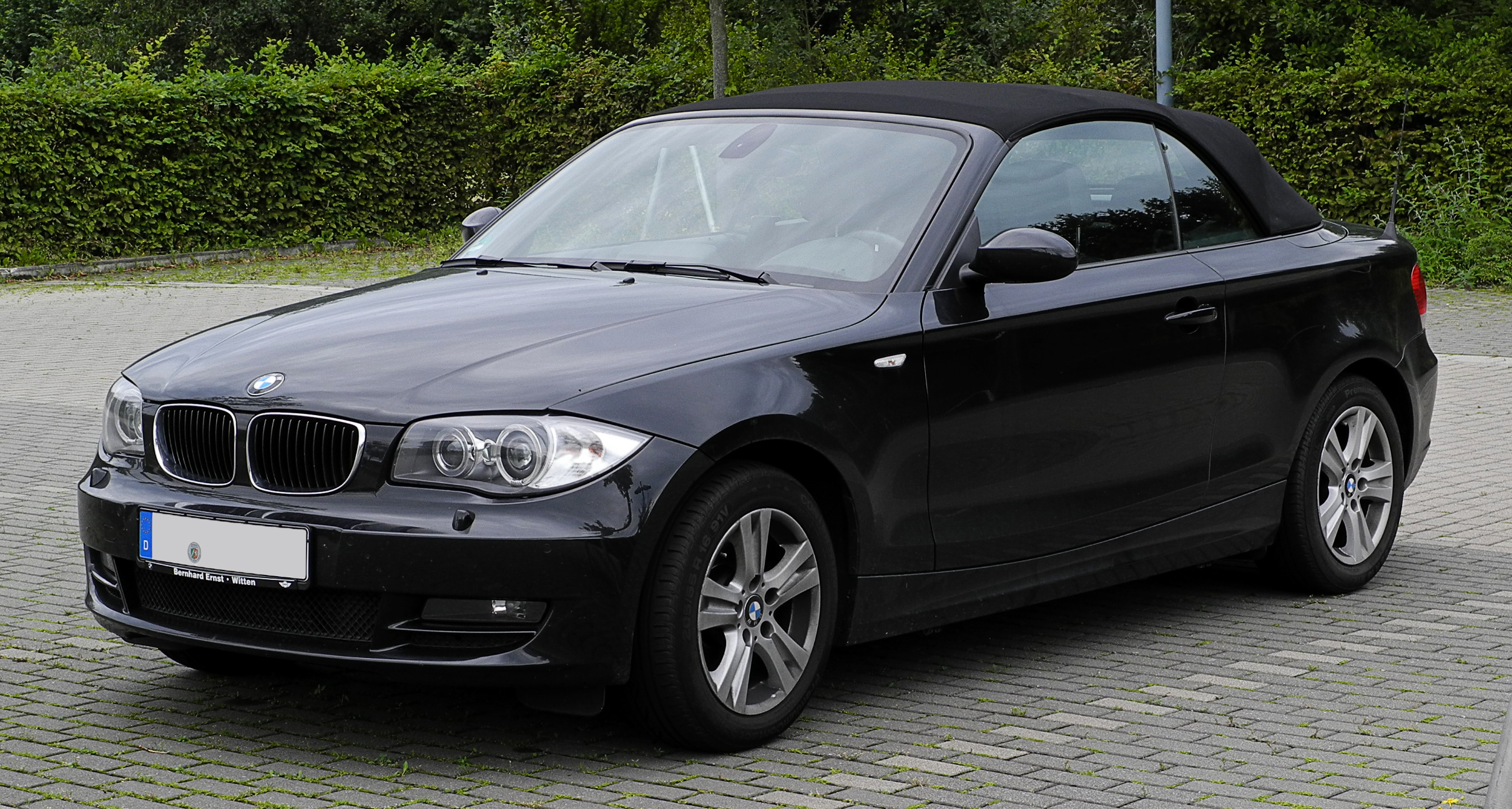 Build A BMW >> File:BMW 120d Cabriolet (E88) – Frontansicht, 28. August ...