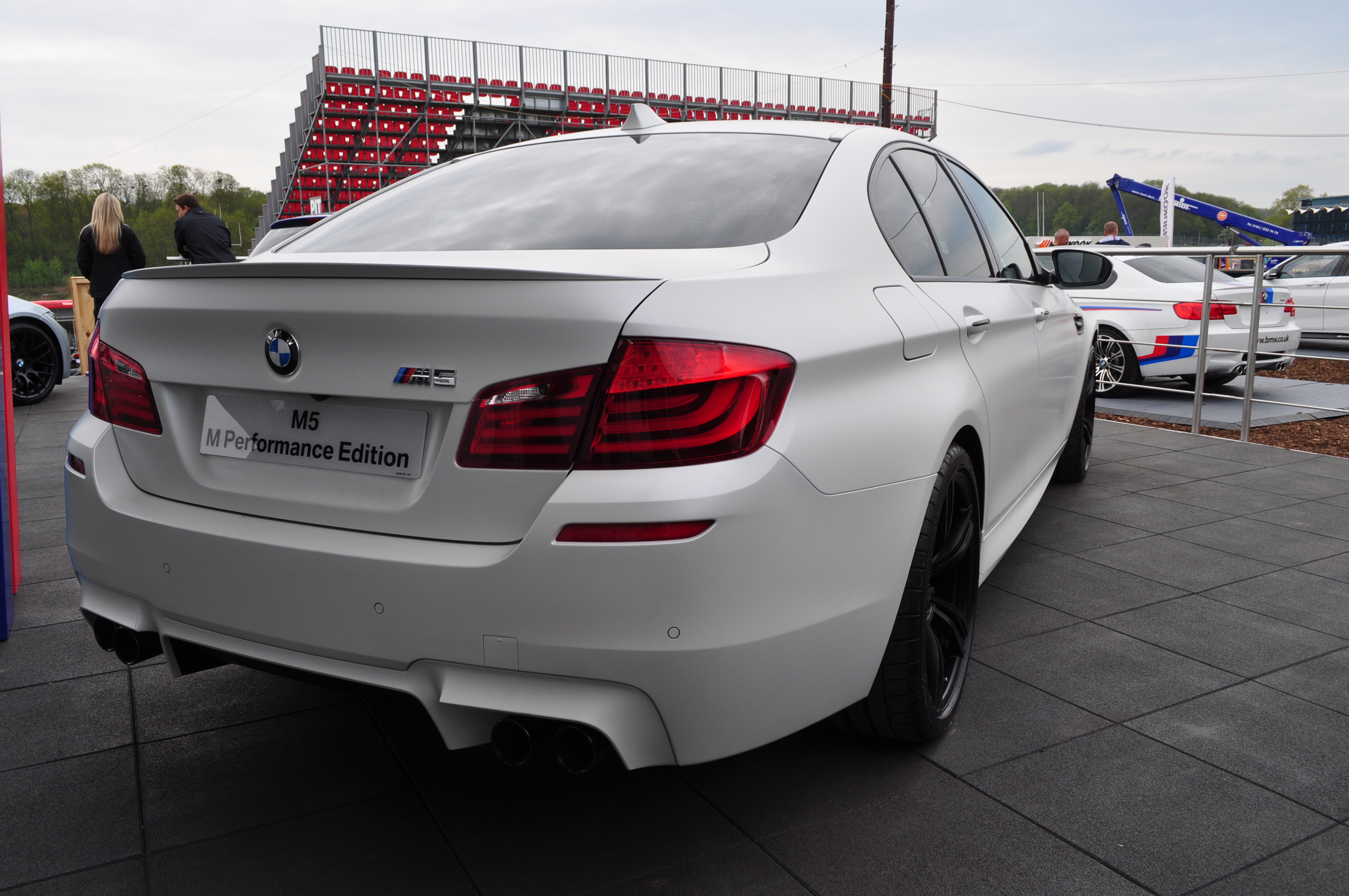 File Bmw M5 F10 White Sedan 7232693140 Jpg Wikimedia