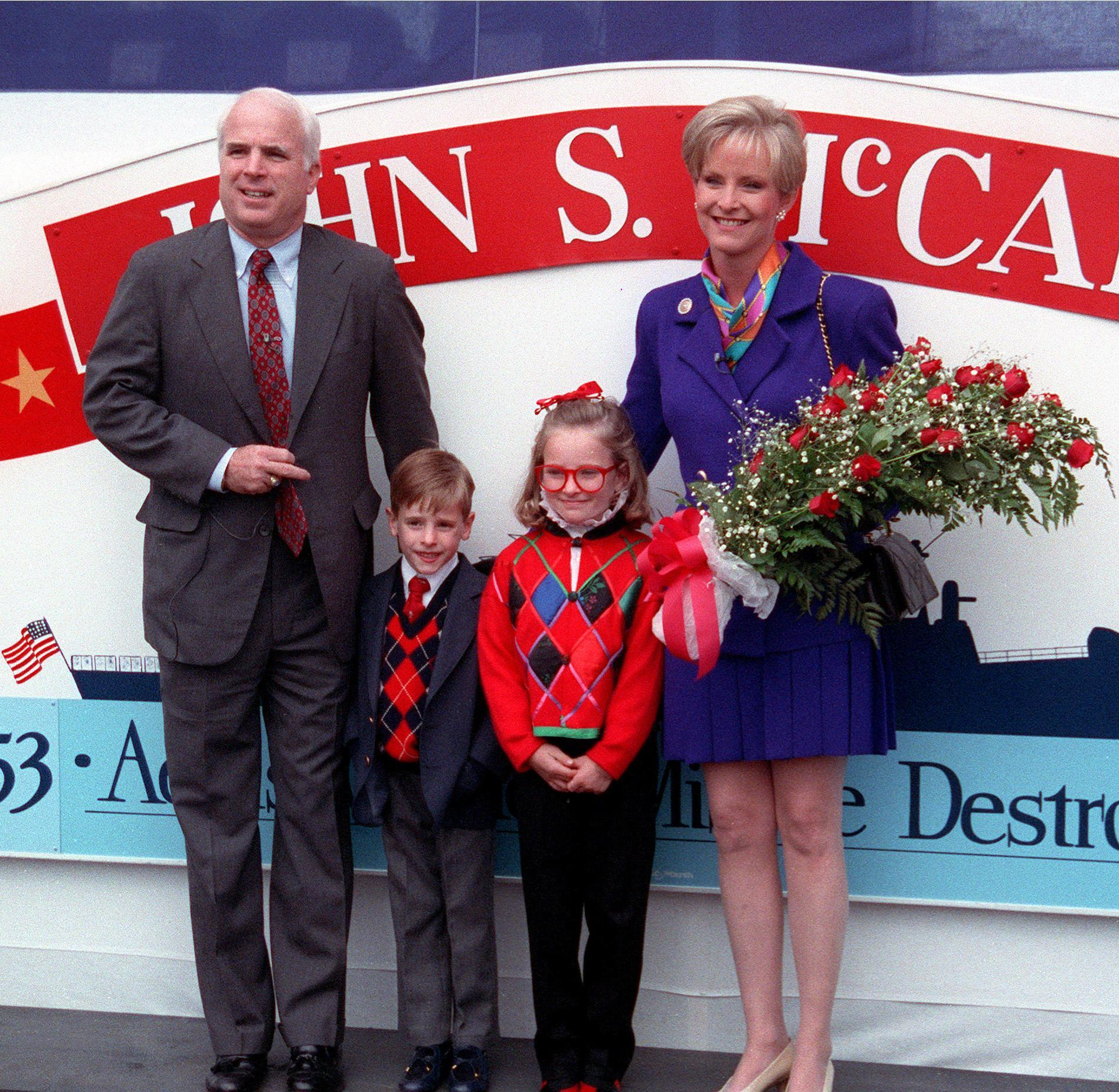 What Size Is Meghan Mccain: Wikimedia Commons
