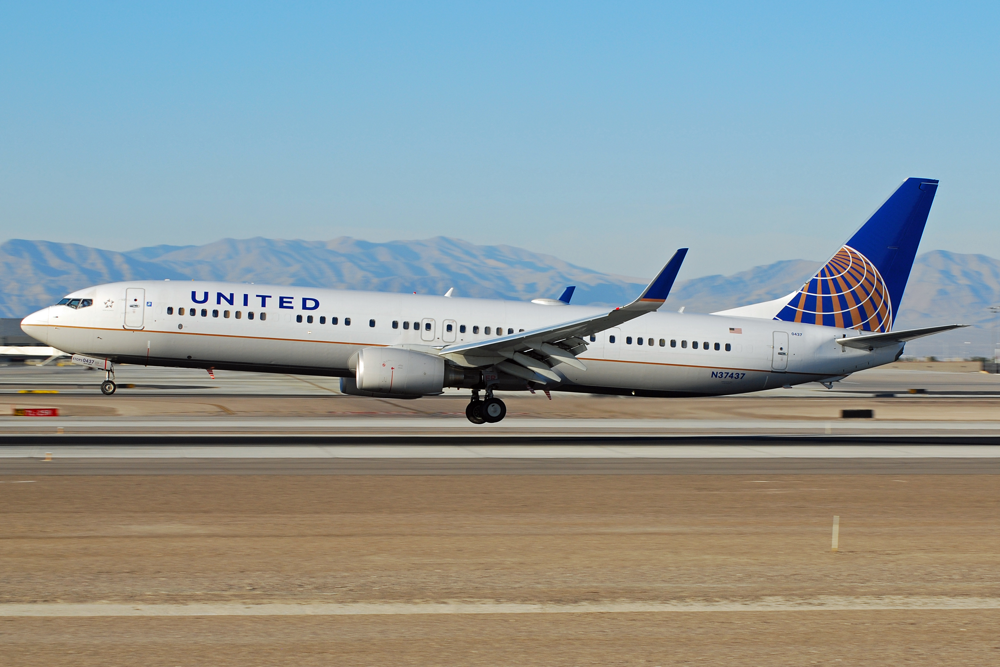 File Boeing 737 900 United Airlines N37437 6930259931 Jpg Wikimedia Commons