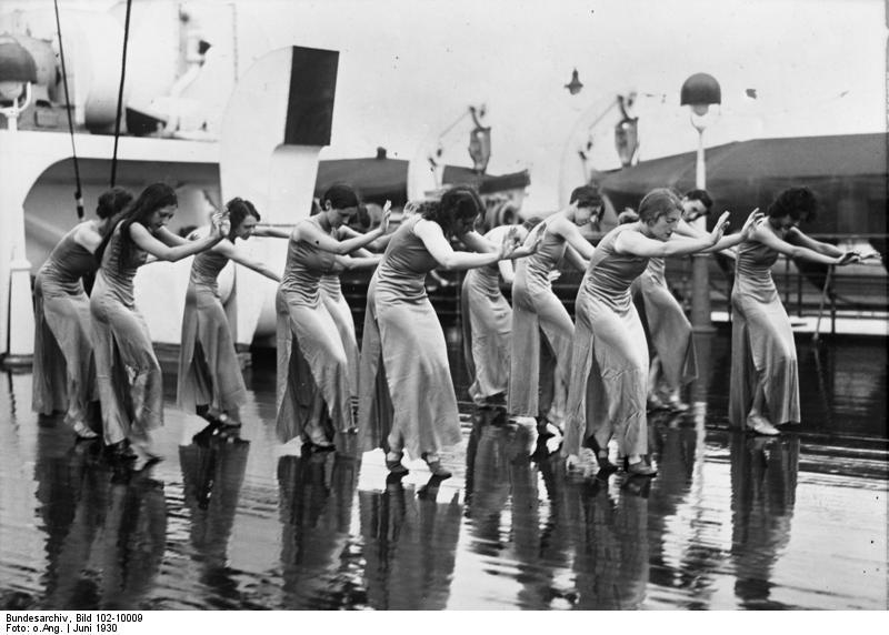 """Bundesarchiv Bild 102-10009, Amerikanische Tanzschule an Bord der """"Bremen"""""""