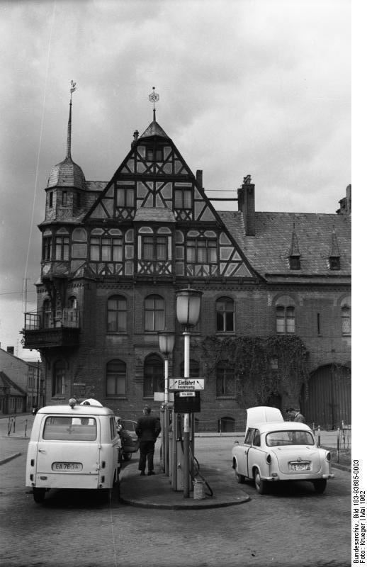 File bundesarchiv bild 183 93685 0003 schwedt for Aufbau fachwerkhaus