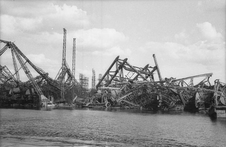 File:Bundesarchiv Bild 183-V02203-3, Hamburg, Zerstörte Hafenanlage.jpg