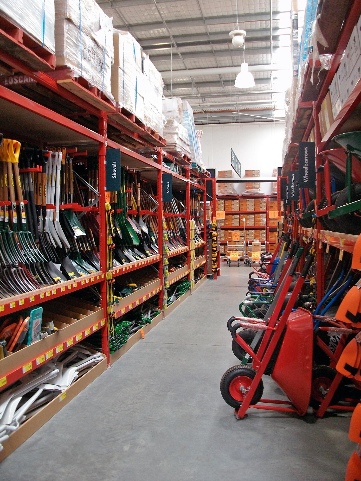 File:Bunnings Warehouse Wagga Wagga garden department 02 jpg