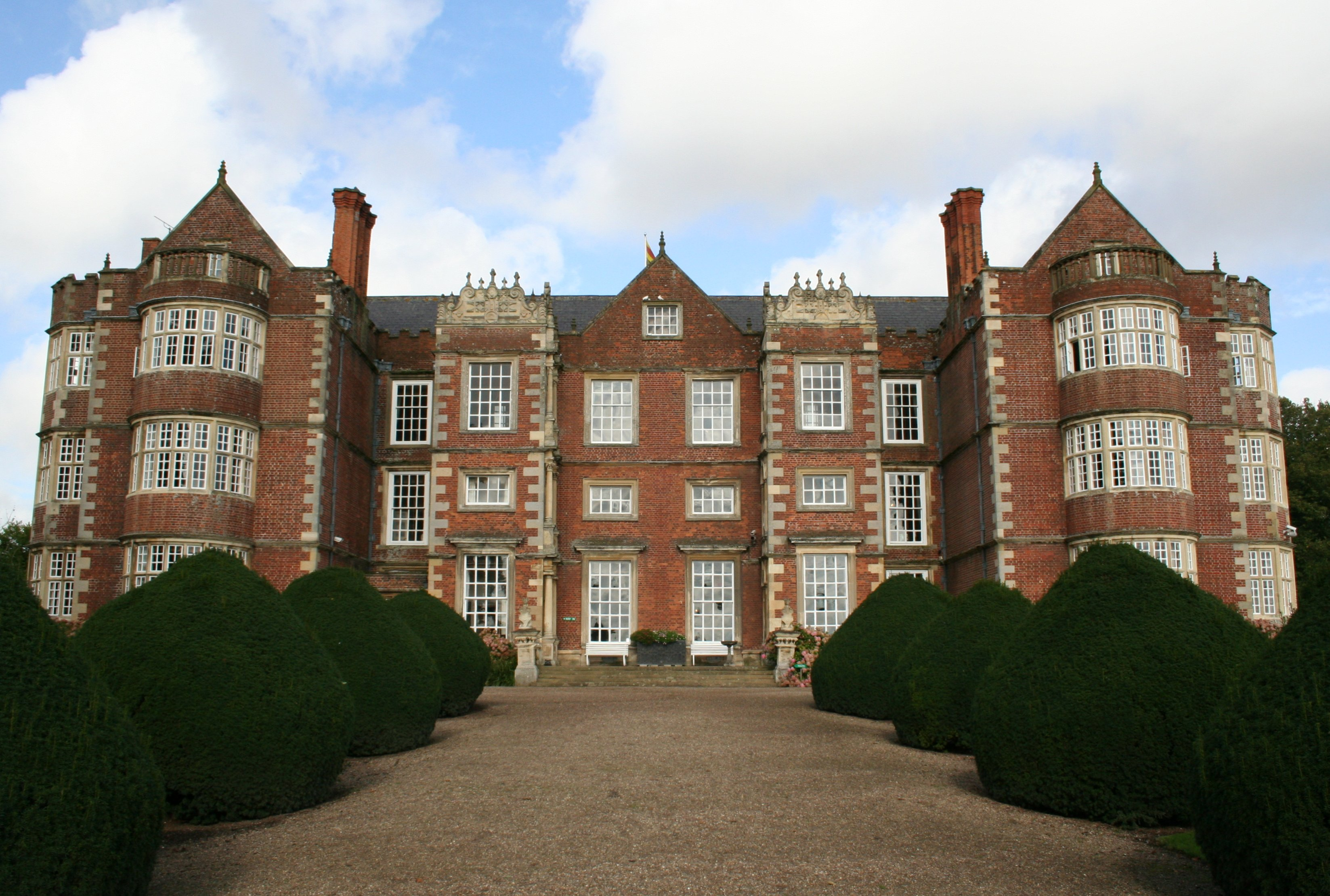 File Burton Agnes Hall Front Wikimedia Commons