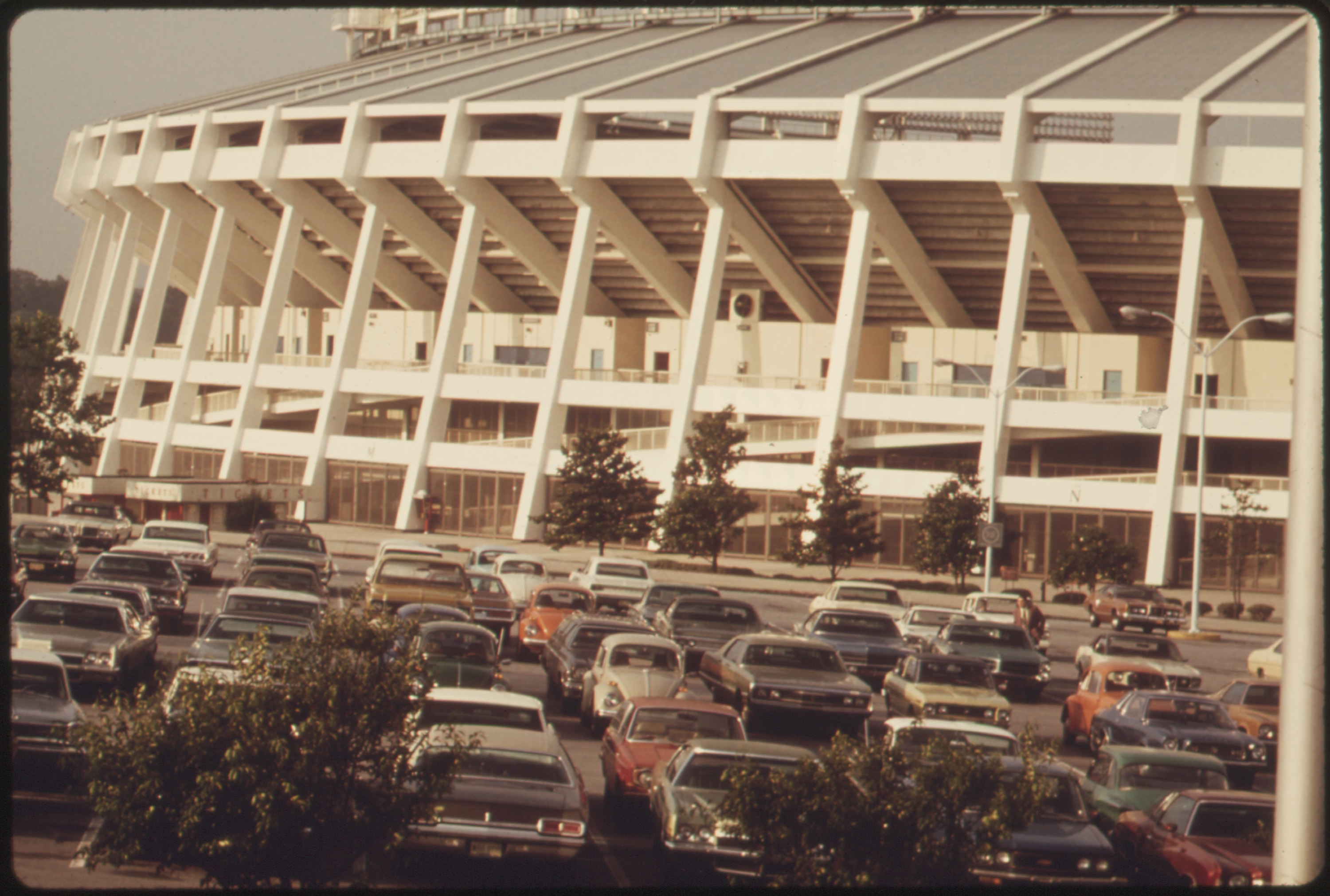 File Commuters Use Fringe Parking At The Atlanta Georgia Stadium Then Ride Metropolitan