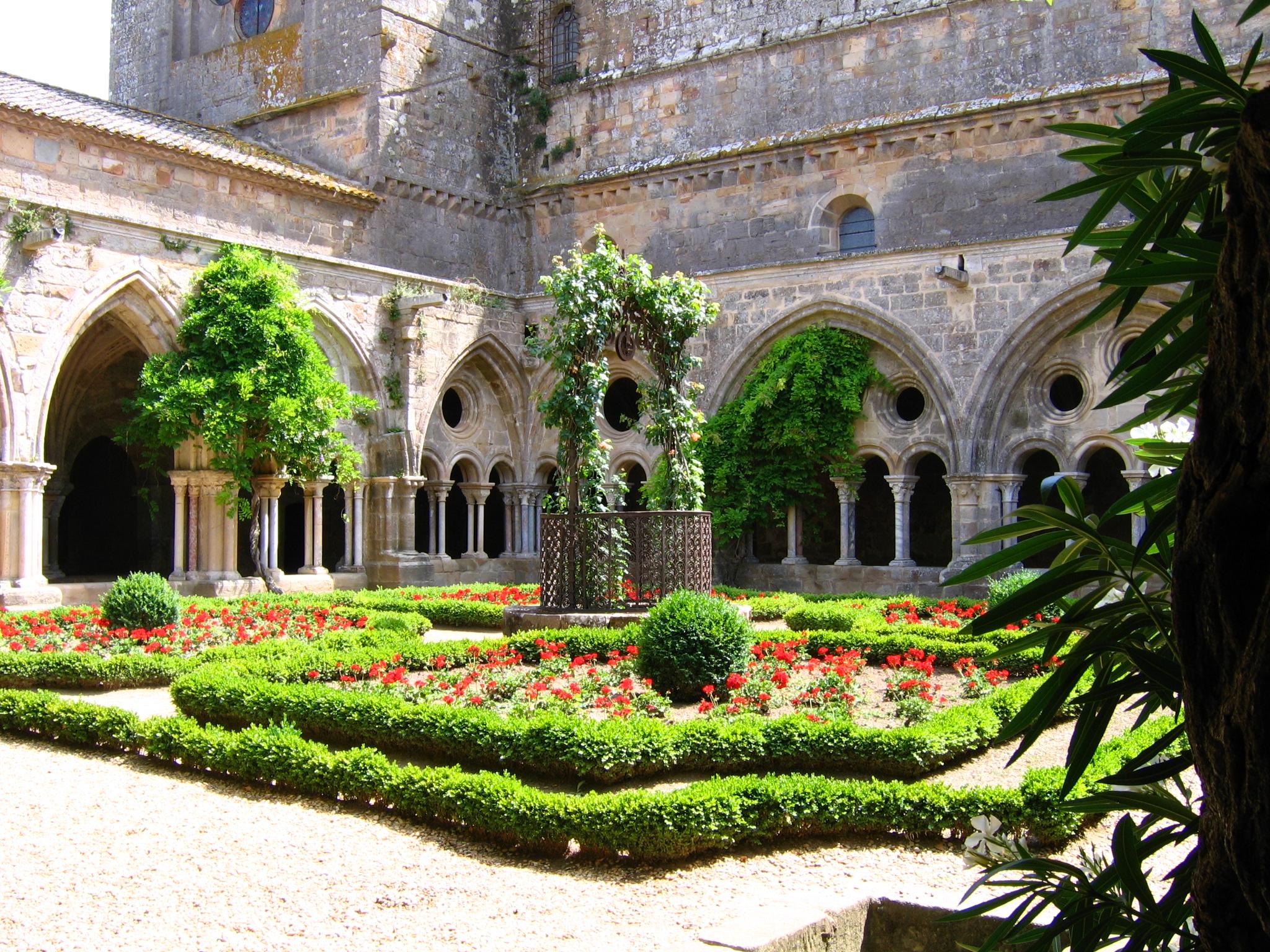 Des abbayes dans e: Diaporama Cloitre_abbaye_de_Fontfroide