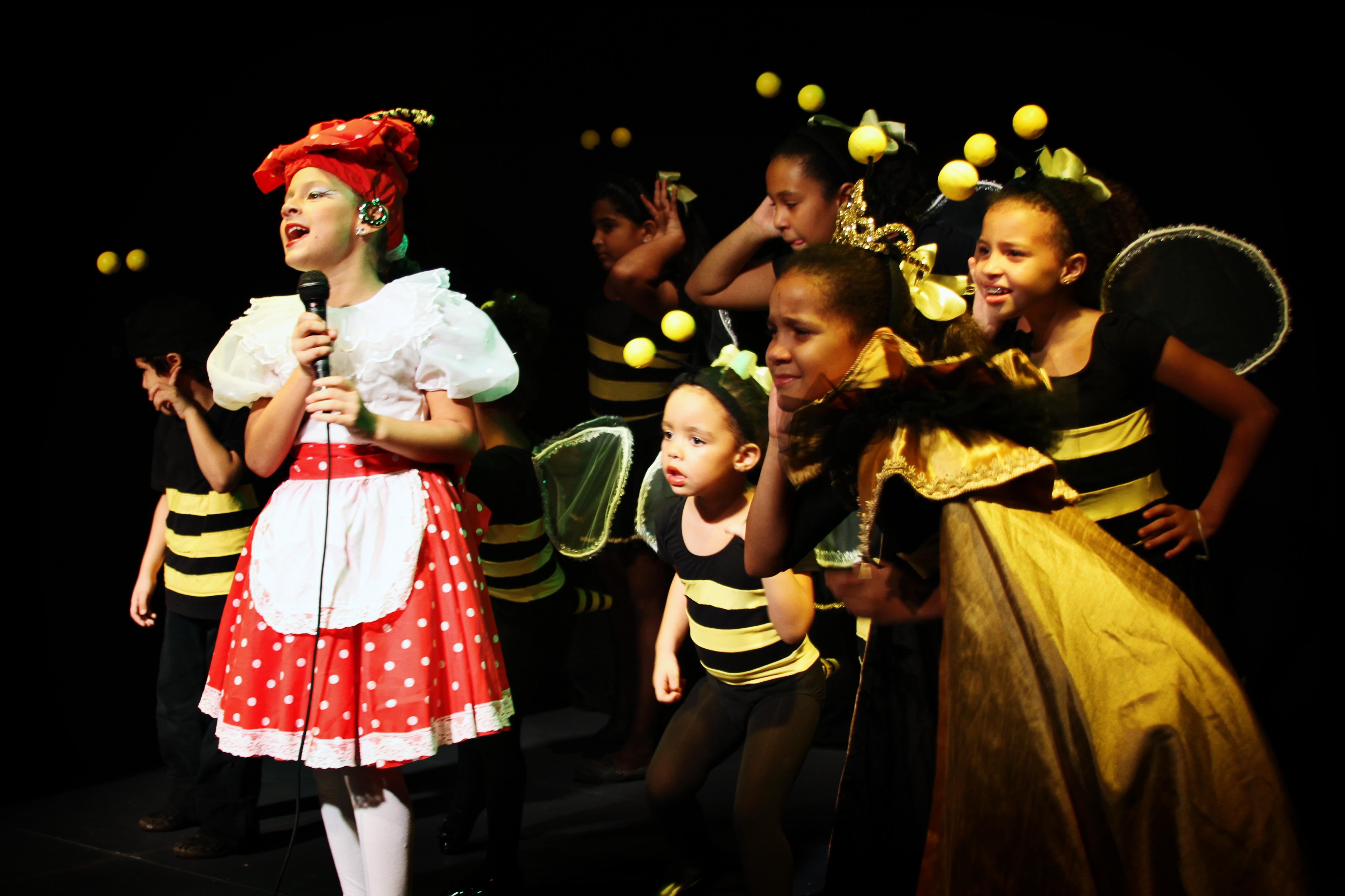 File compa 241 ia de teatro infantil quot la colmenita rd quot jpg wikimedia