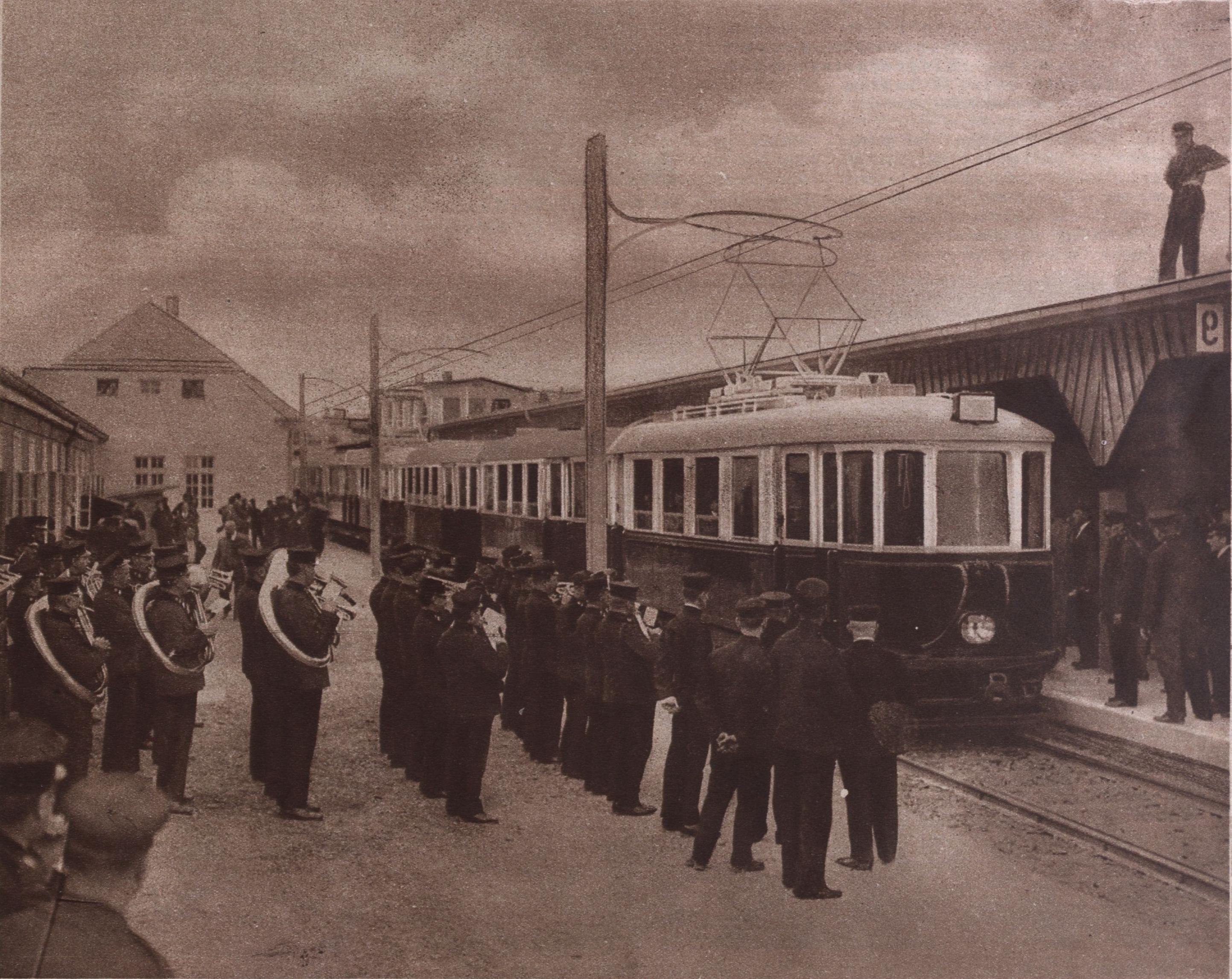 Der erste elektrische Zug.jpg