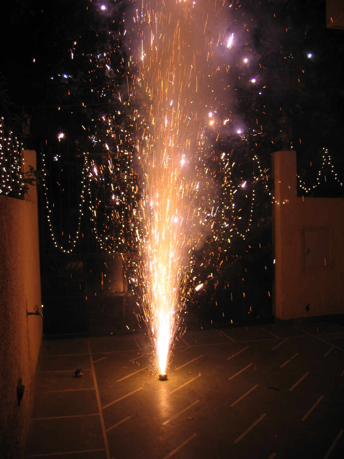 File:Diwali fireworks 3.jpg - Wikimedia Commons for Diwali Fireworks Wallpapers  58cpg