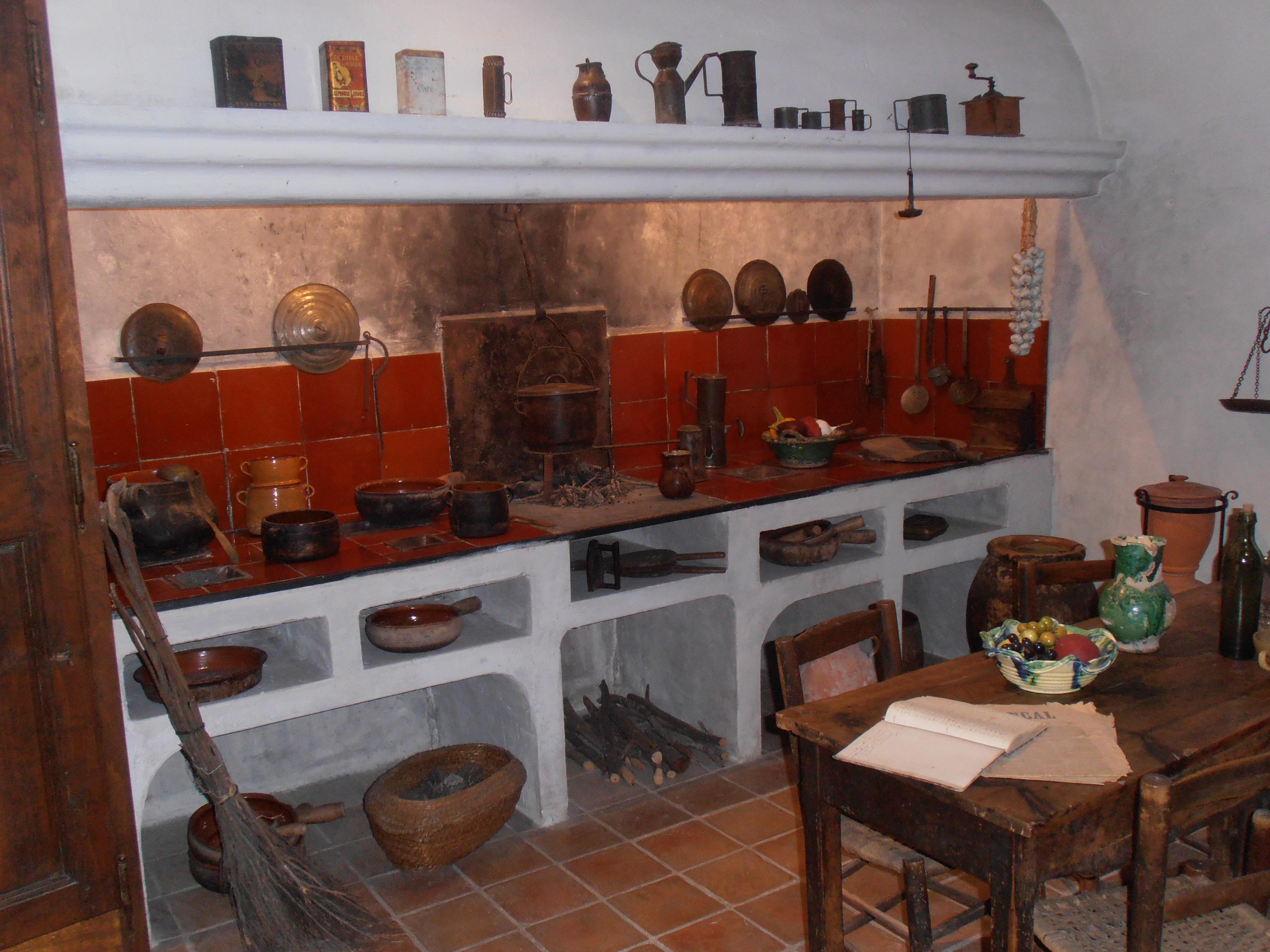 Fichier:Draguignan Musée ATP Cuisine provençale.JPG — Wikipédia