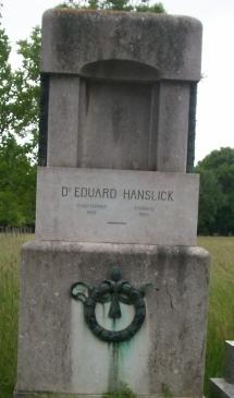 Grabstein Eduard Hanslick (Quelle: Wikimedia)