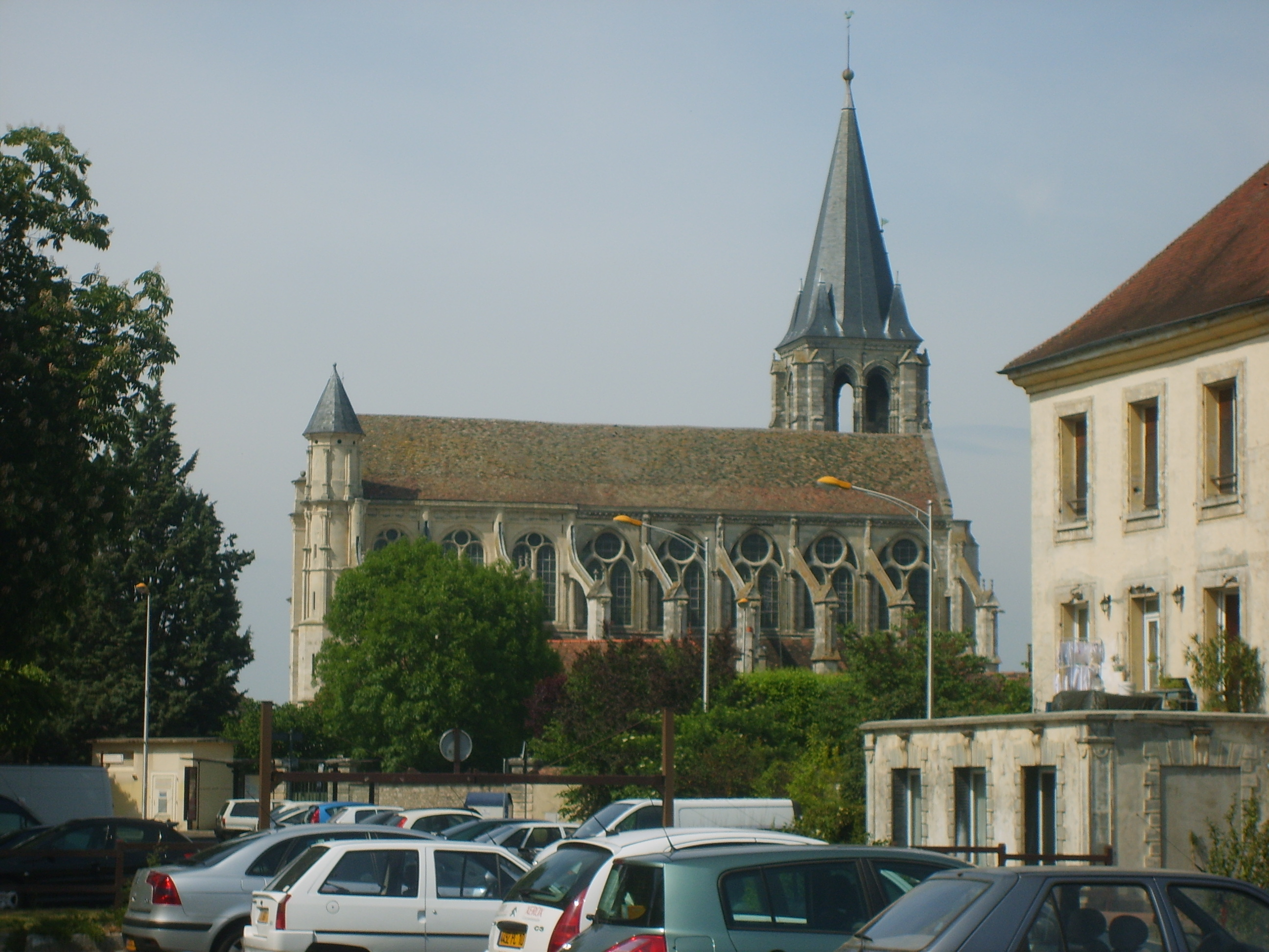 file eglise depuis le parking des bienfaites de brie comte robert jpg wikimedia commons. Black Bedroom Furniture Sets. Home Design Ideas
