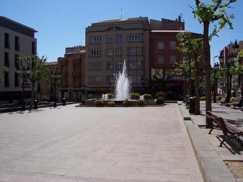 File:Font de la Plaça de l'Ajuntament de Mollerussa.jpg
