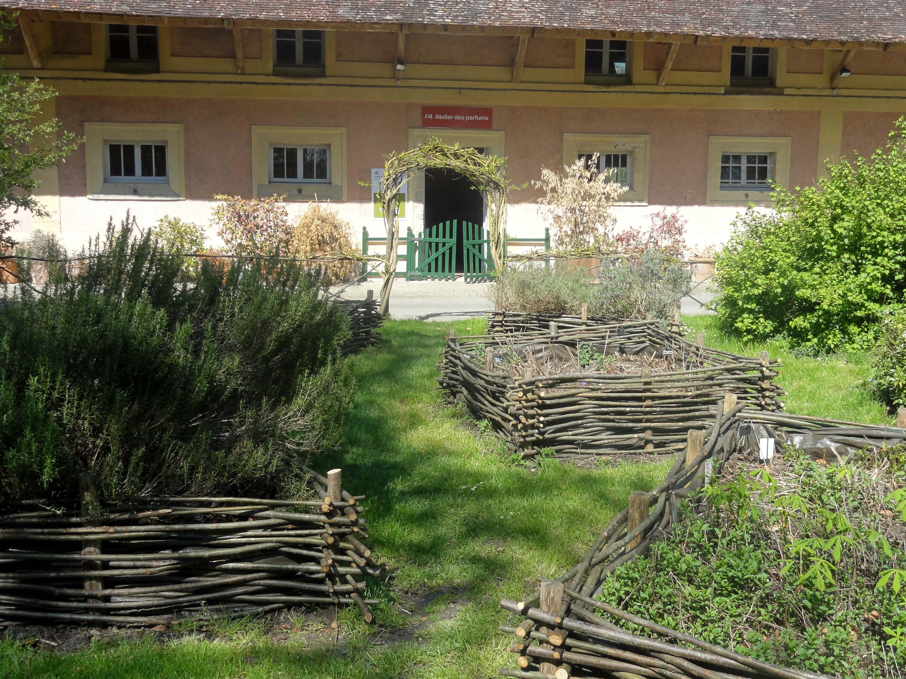 File Fontaine Chaalis 60 Abbaye De Chaalis Jardin Aromatique 2