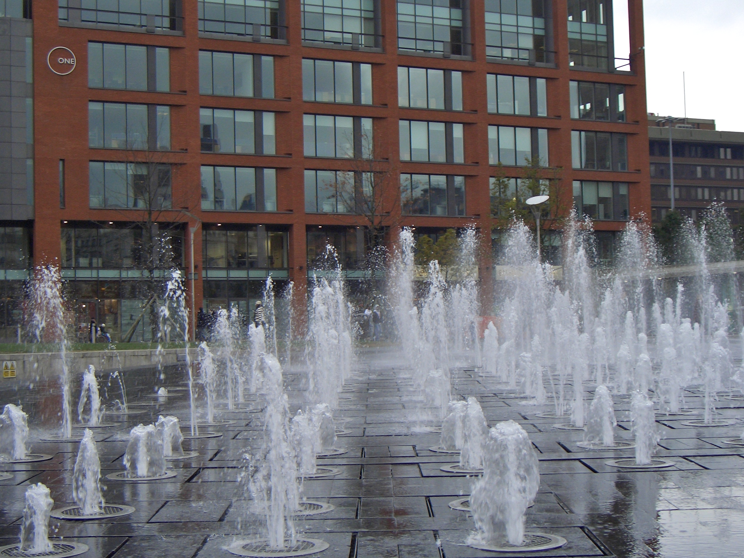 File:Fountains in Picc...
