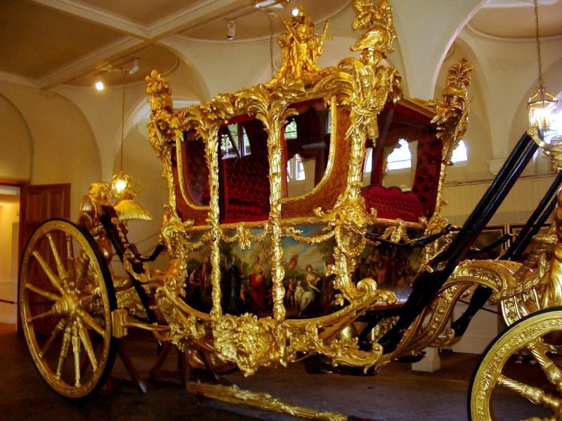 gold stage coach, moves in gold