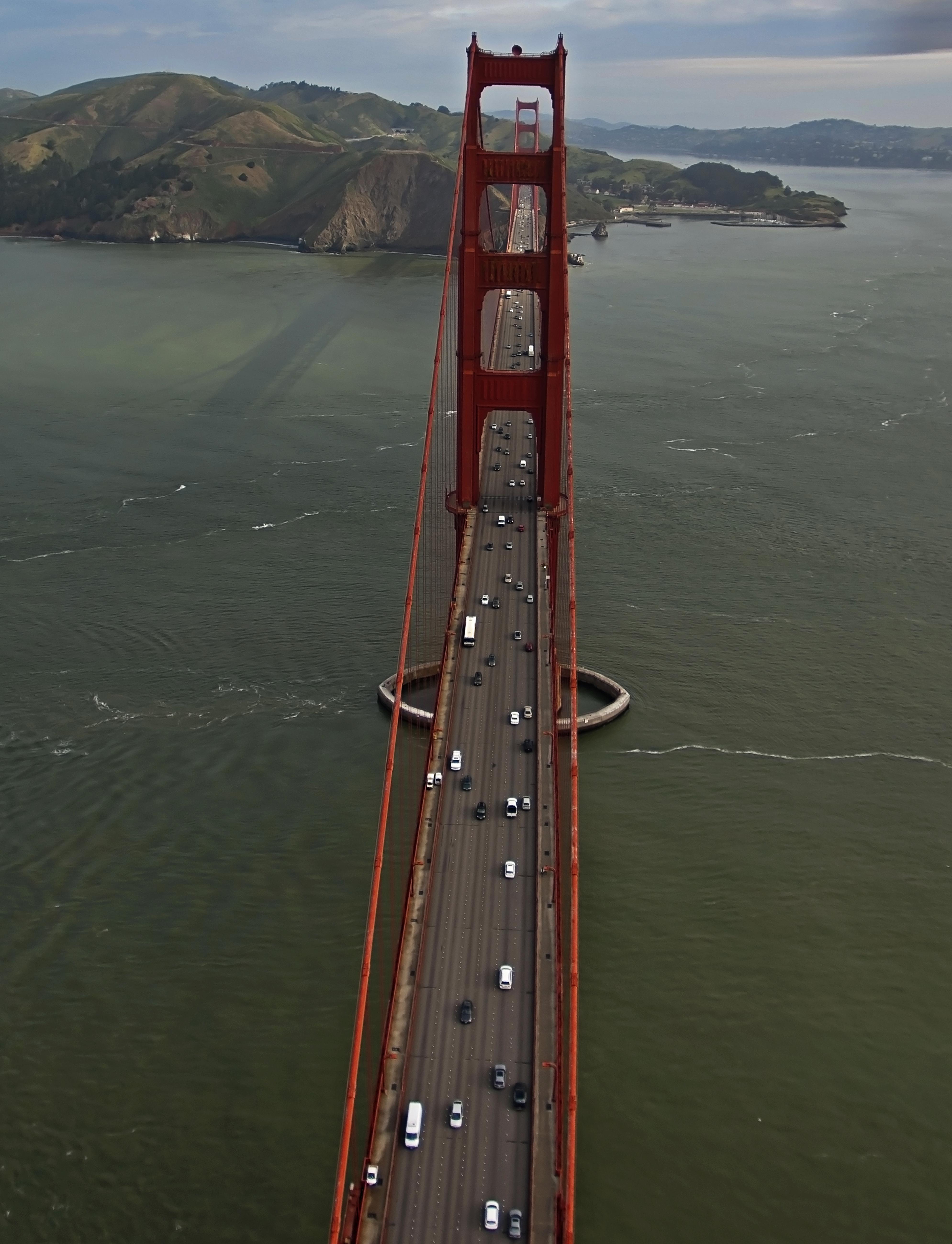 golden gate bridge top