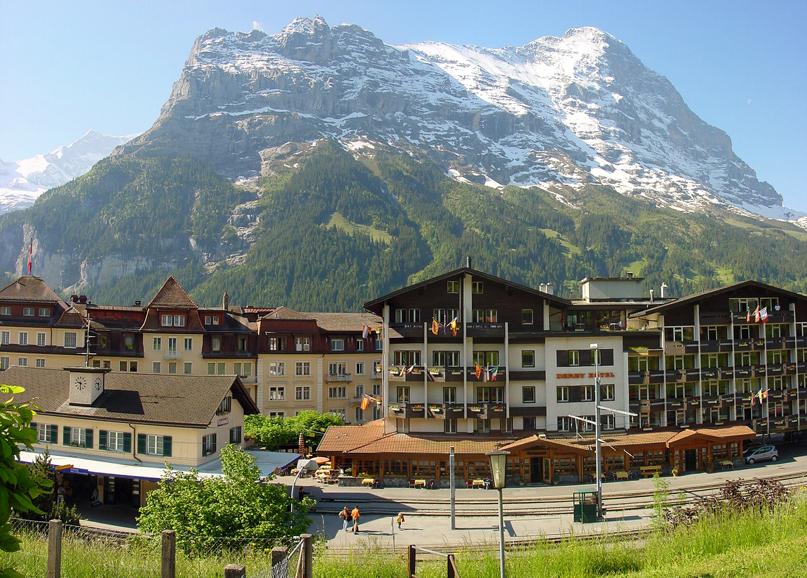 Grindelwald, railwaystation - panoramio - Frans-Banja Mulder.jpg