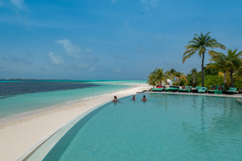 File Infinity Pool Malediven Insel 29447105525 Jpg Wikimedia Commons