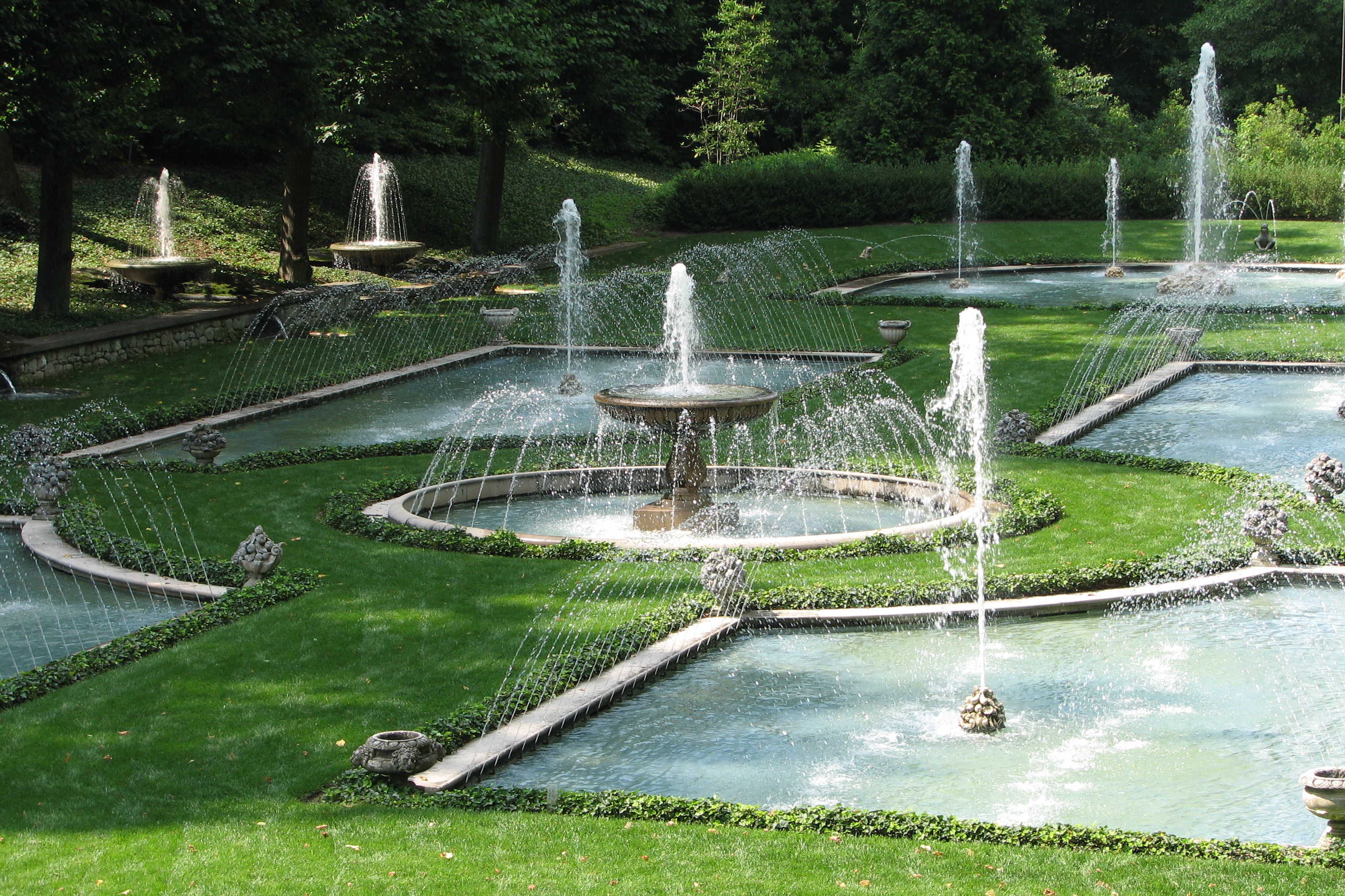 File italian water garden at longwood gardens for Landscaping longwood
