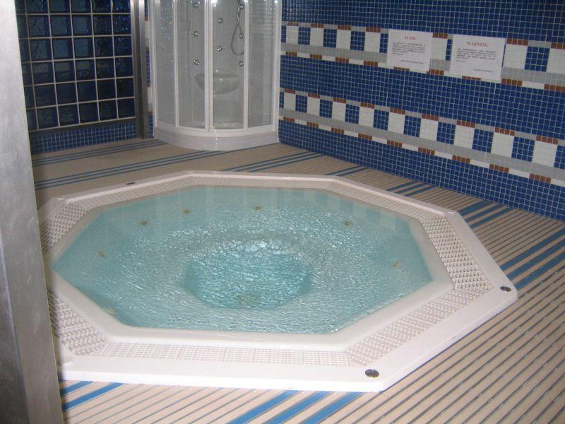 Baños Con Tina De Cemento:Jacuzzi Hot Tub