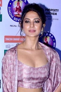 Jennifer Winget at the 25th SOL Lions Gold Awards 2018 (15) (cropped).jpg