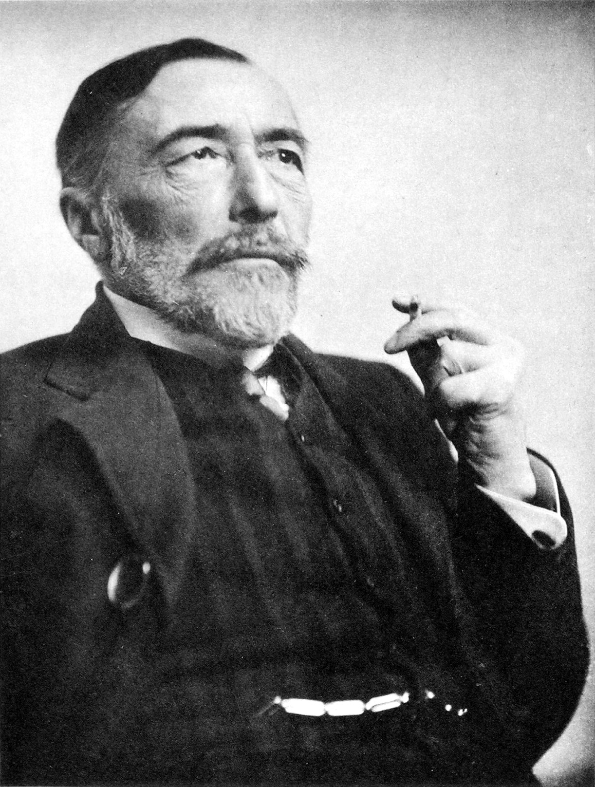 Photograph of Joseph Conrad in 1916