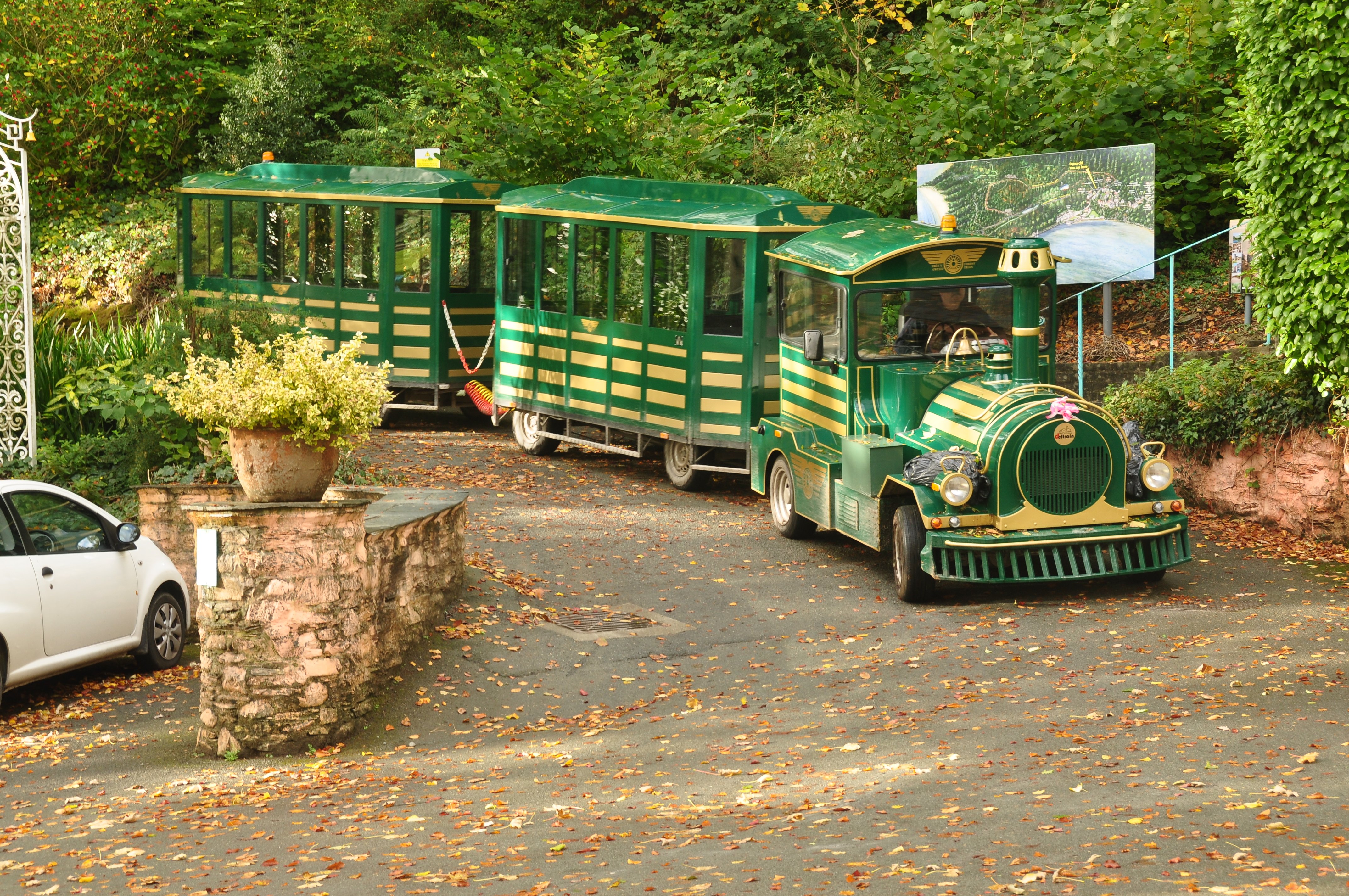 how to get to portmeirion by train