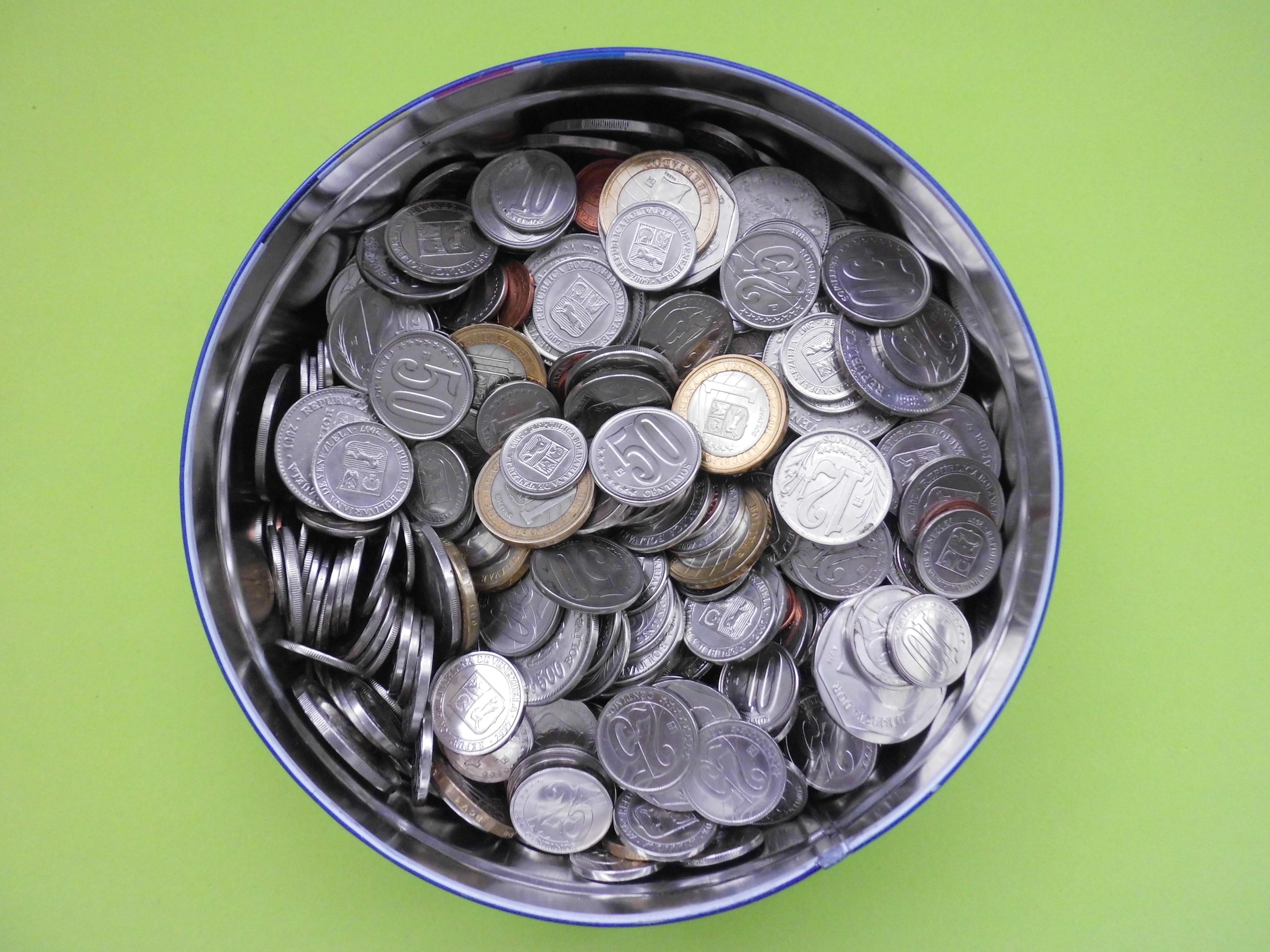 венесуэльская валюта фото изображается весь рост