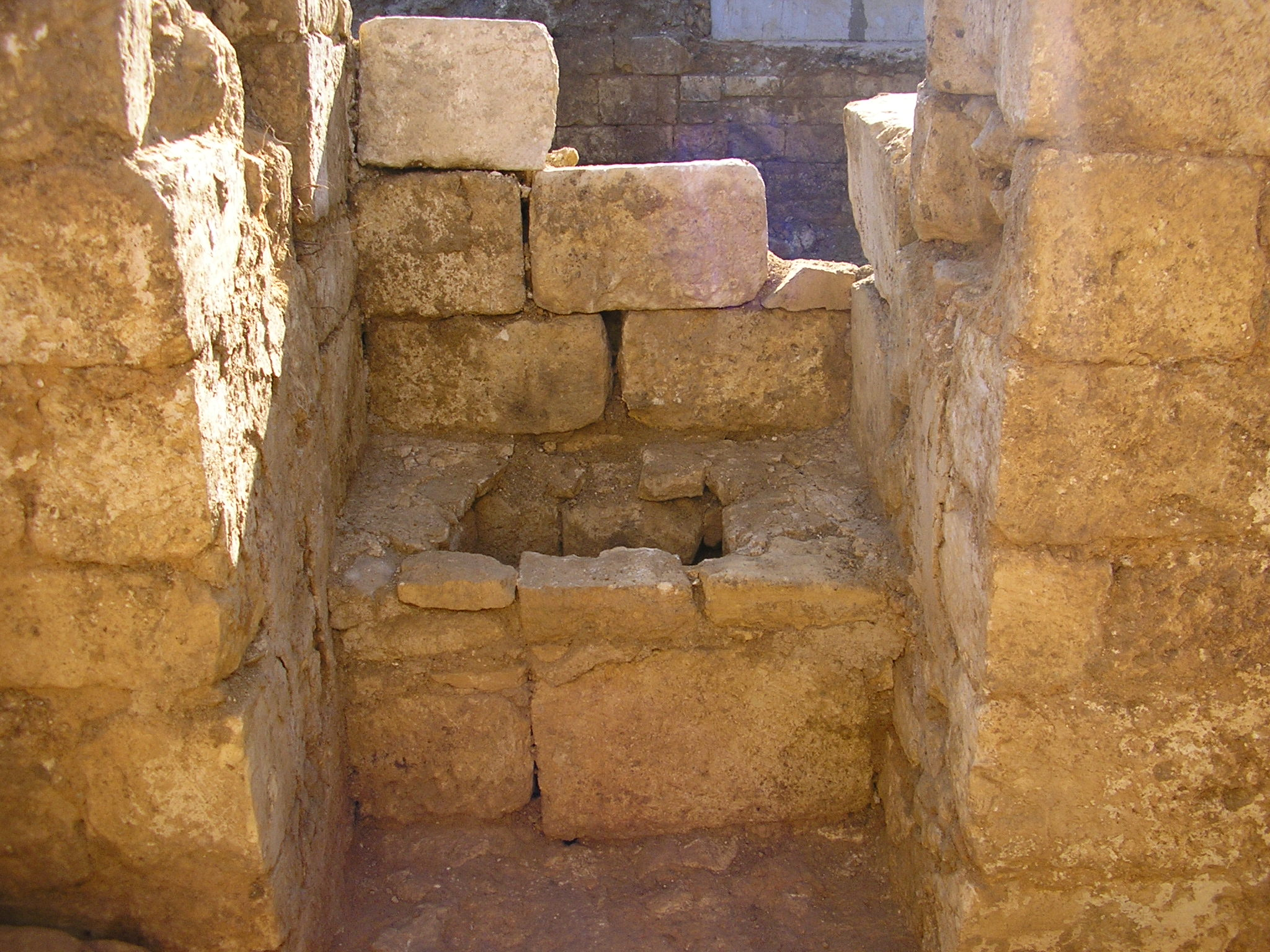 File Latrine Abbaye De Fondouce Si 232 Ge Jpg Wikimedia Commons