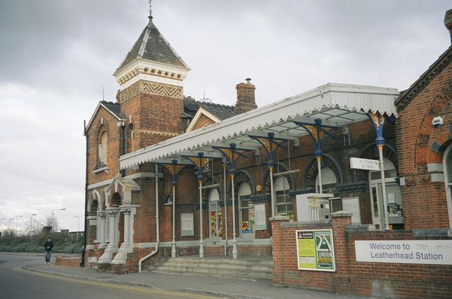 Leatherhead railway station - Wikipedia