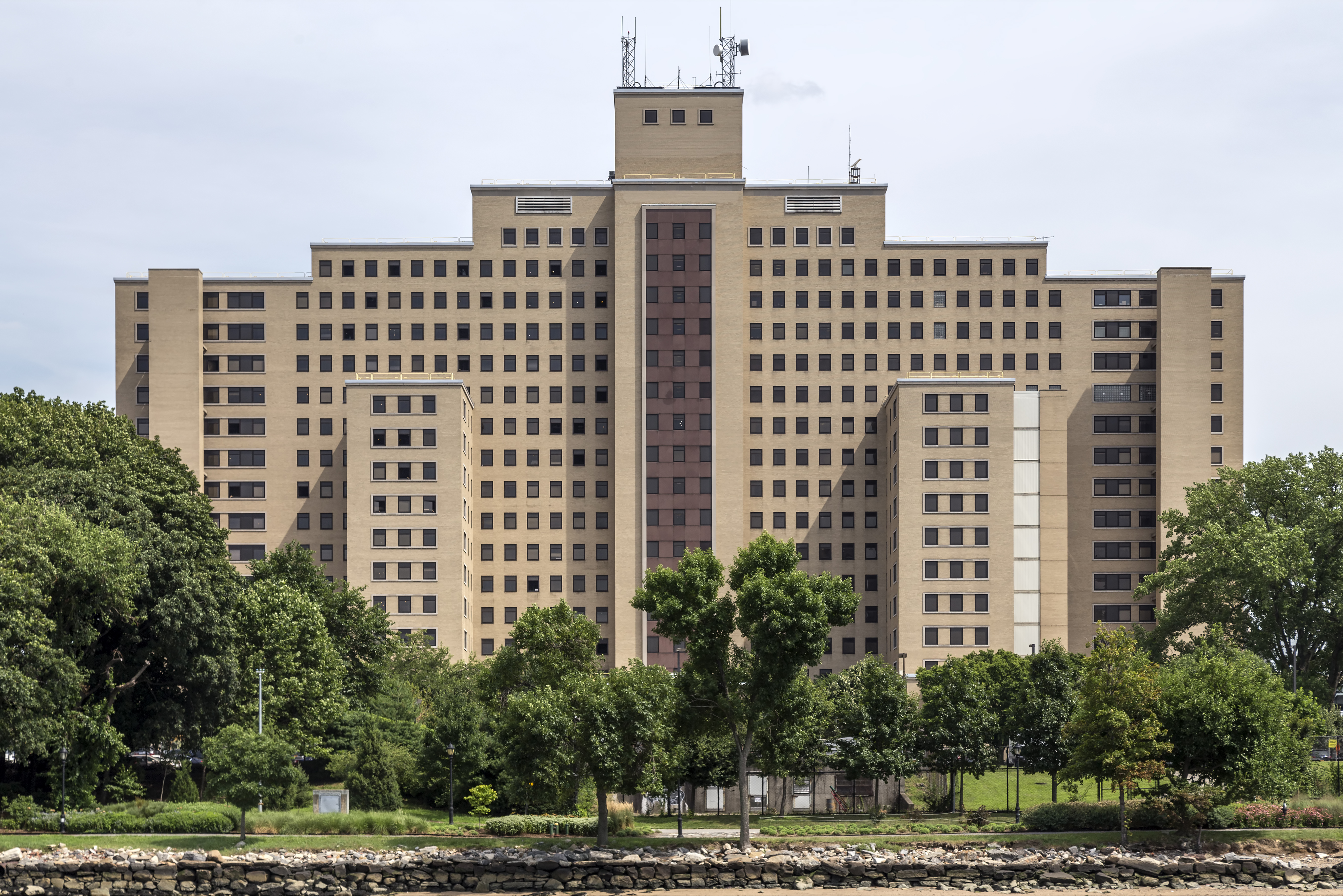 Manhattan Psychiatric Center - Wikipedia