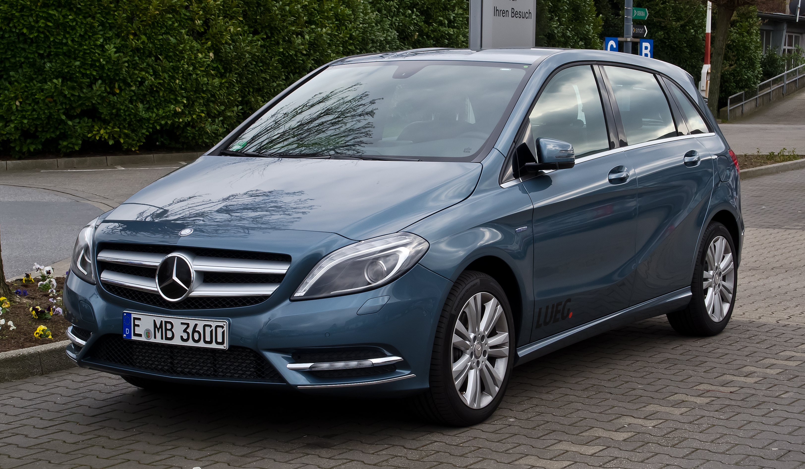 fichier mercedes benz b 180 blueefficiency w 246 frontansicht 1 april 2012. Black Bedroom Furniture Sets. Home Design Ideas